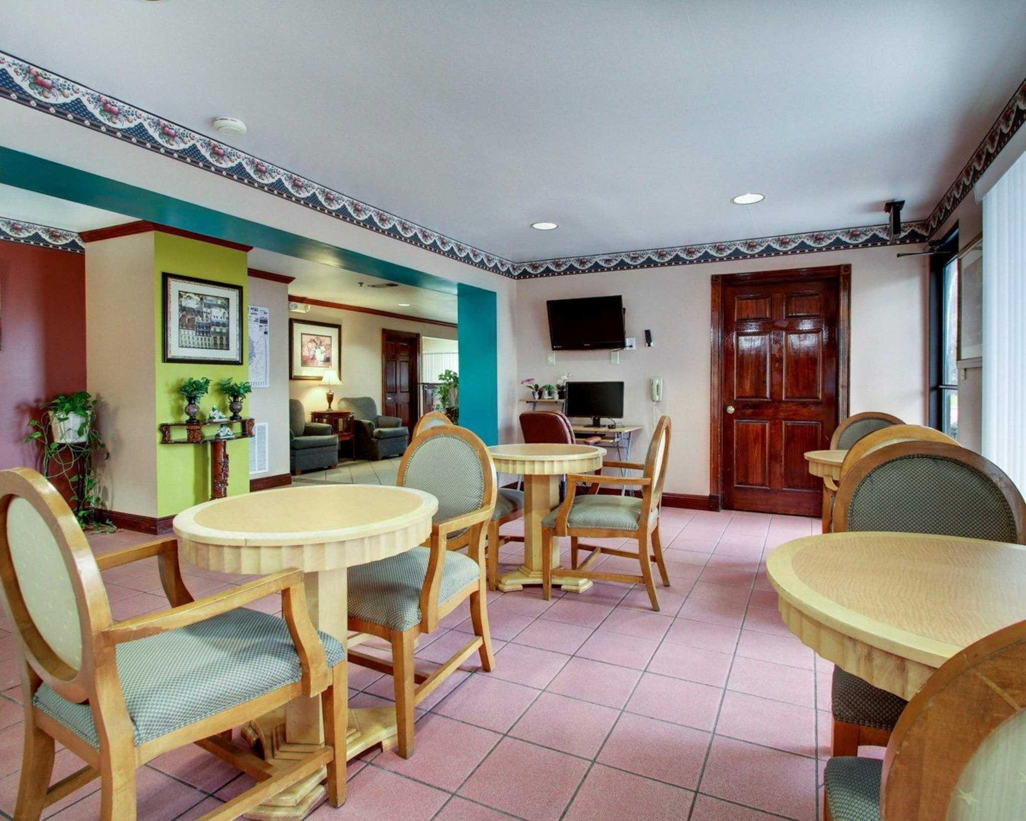 Rodeway Inn image 28
