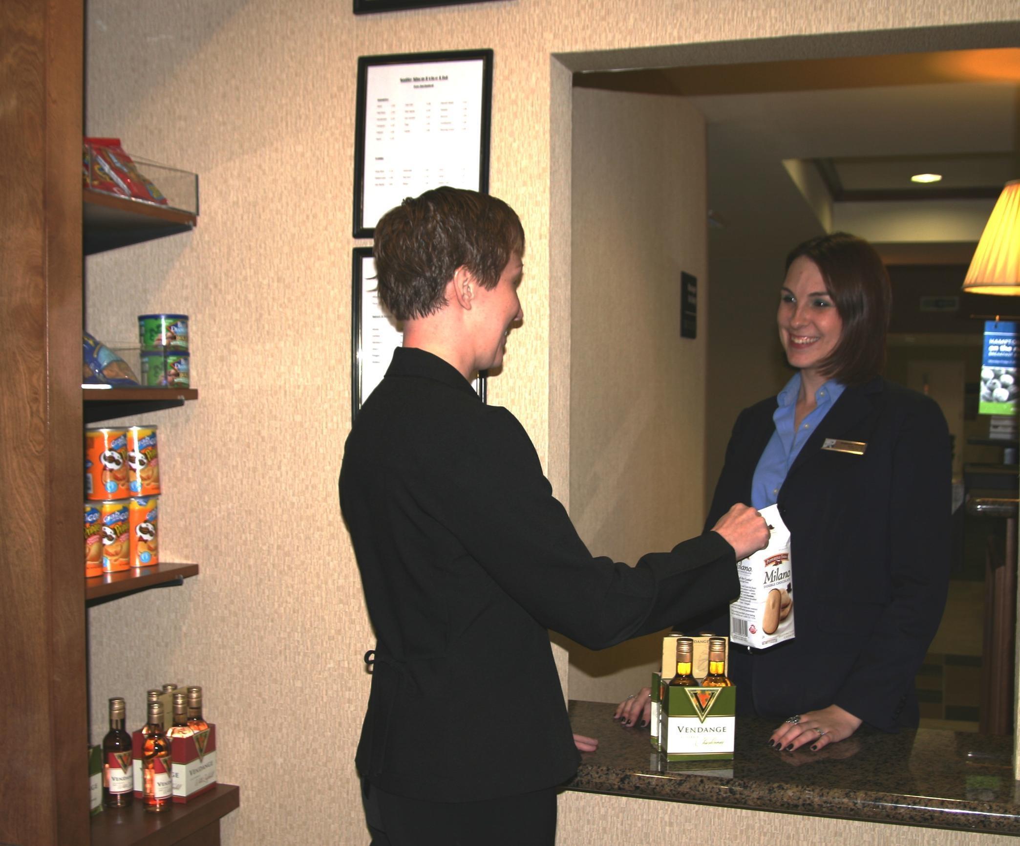 Hampton Inn & Suites Phoenix Glendale-Westgate image 12