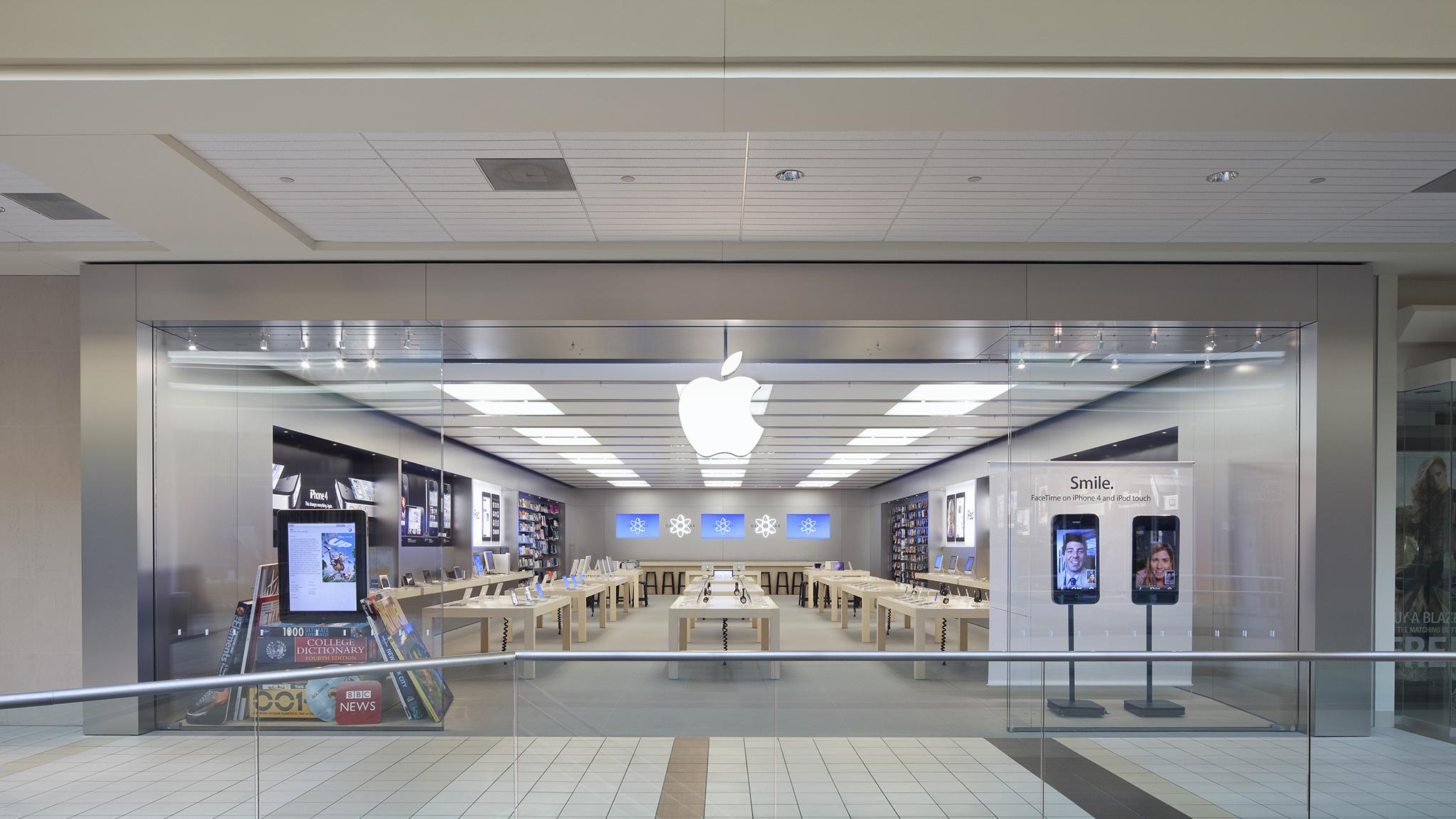 Apple Upper Canada Mall