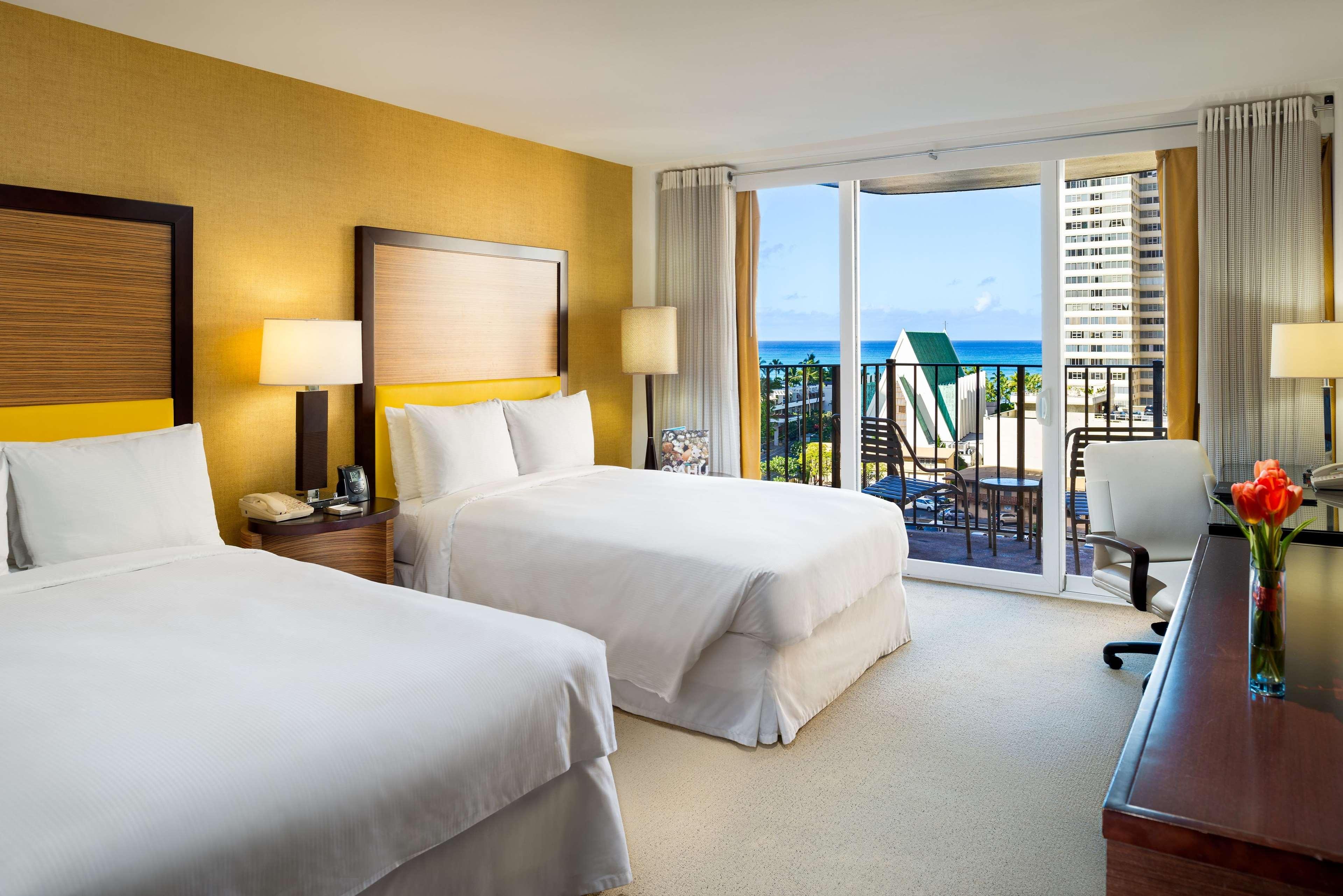 Hilton Waikiki Beach image 40