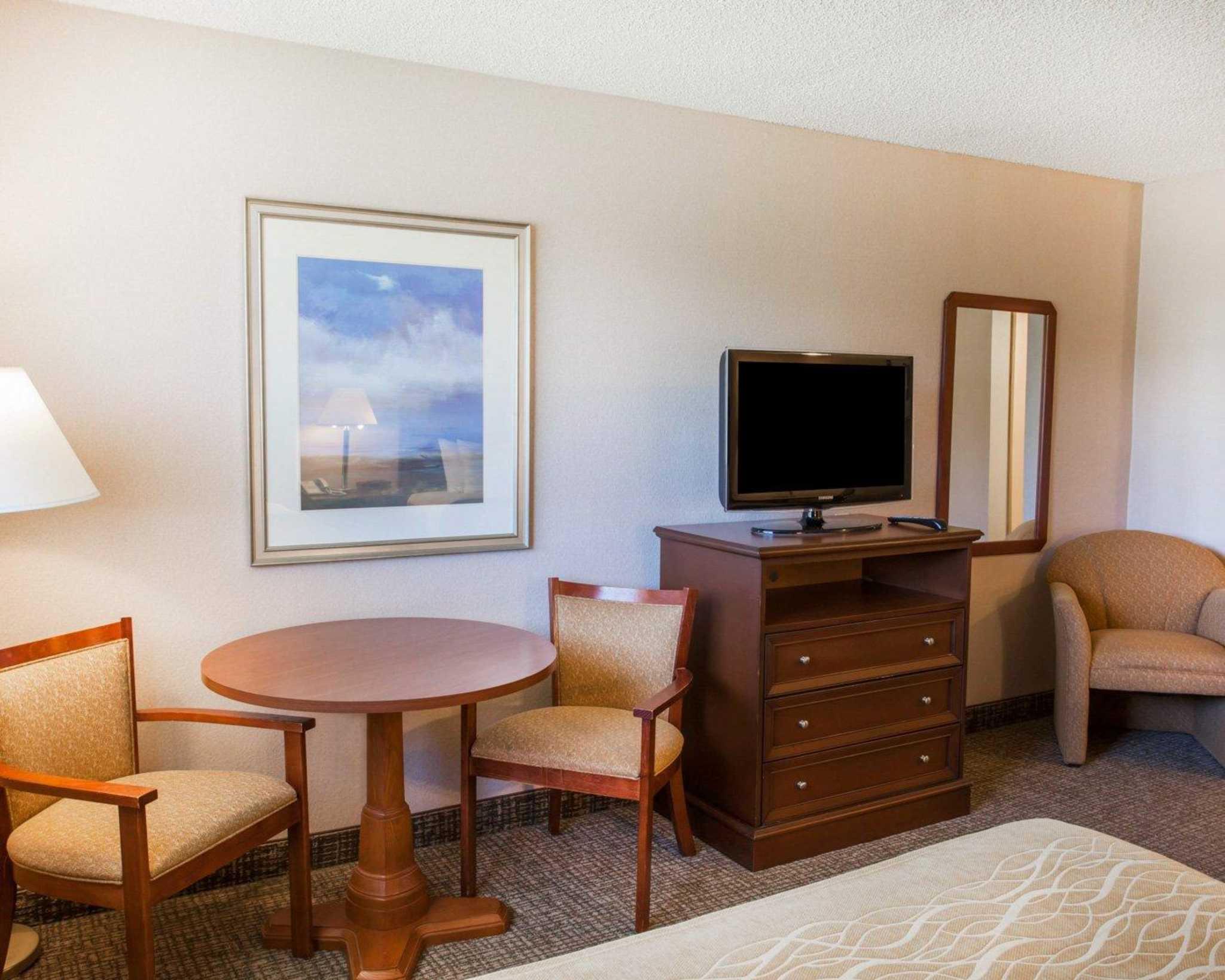 Comfort Inn image 6
