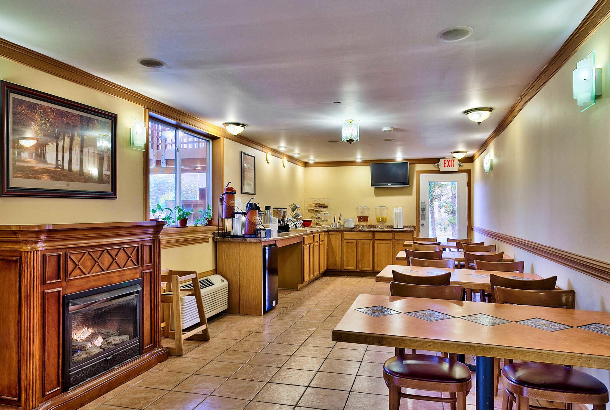 Econo Lodge Maine Mall image 22