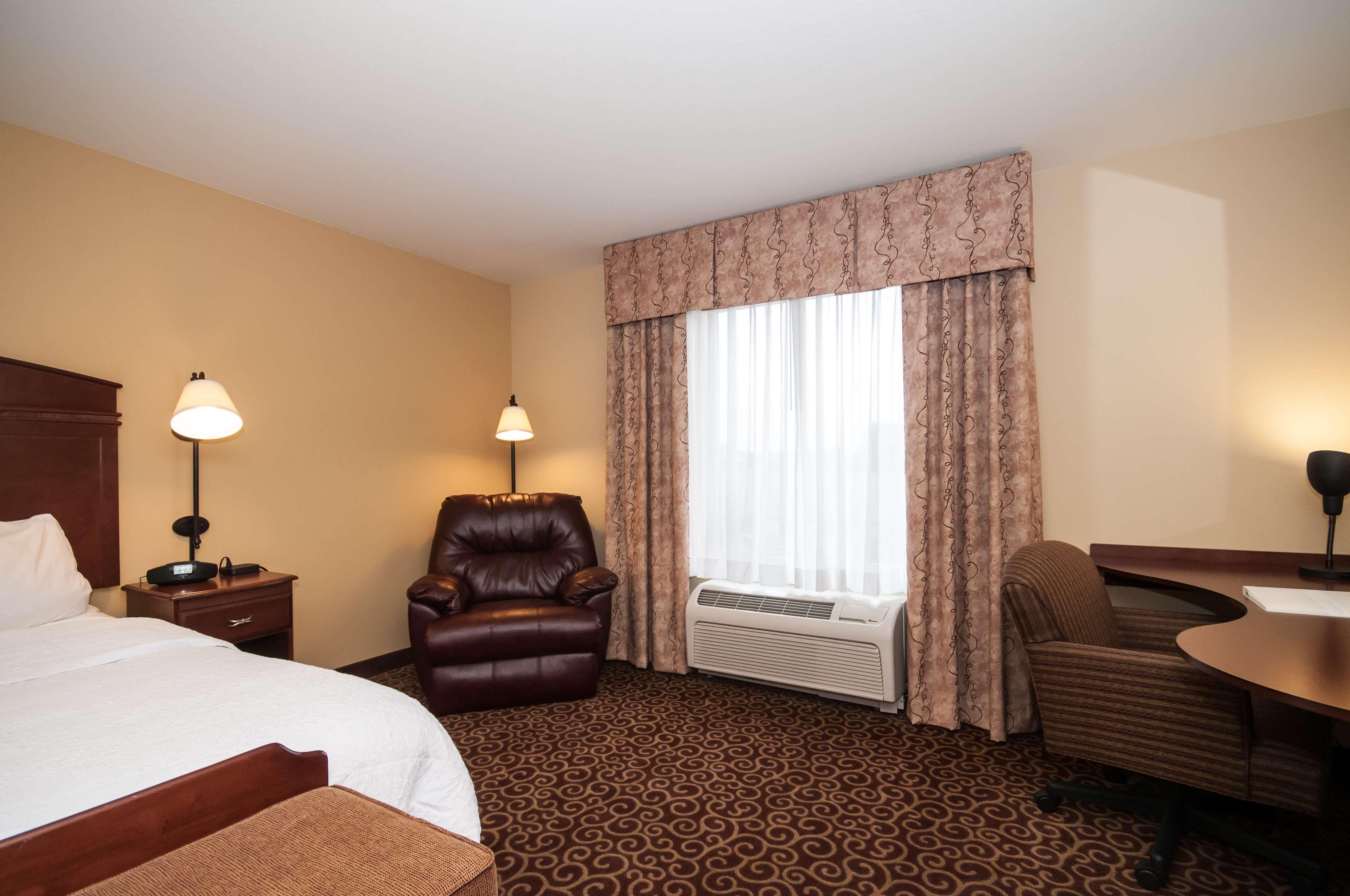 Hampton Inn & Suites Rochester-North image 24