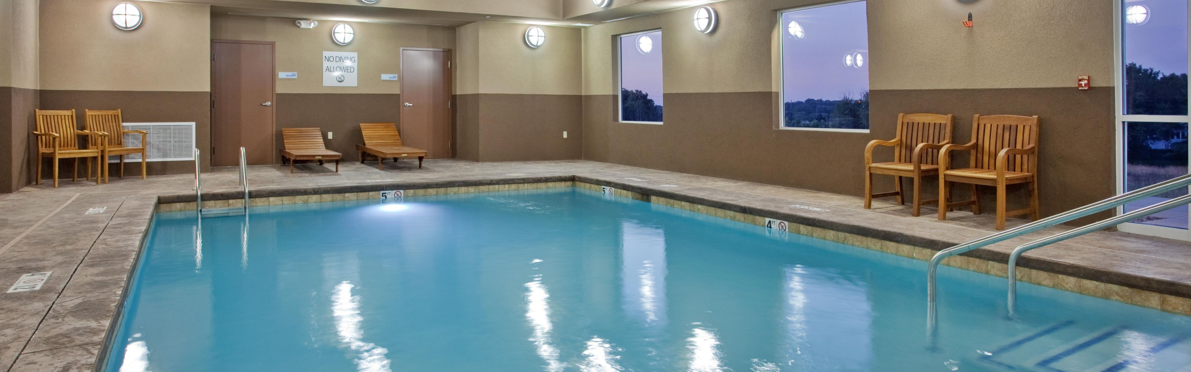 Holiday Inn Express & Suites St. Joseph image 2