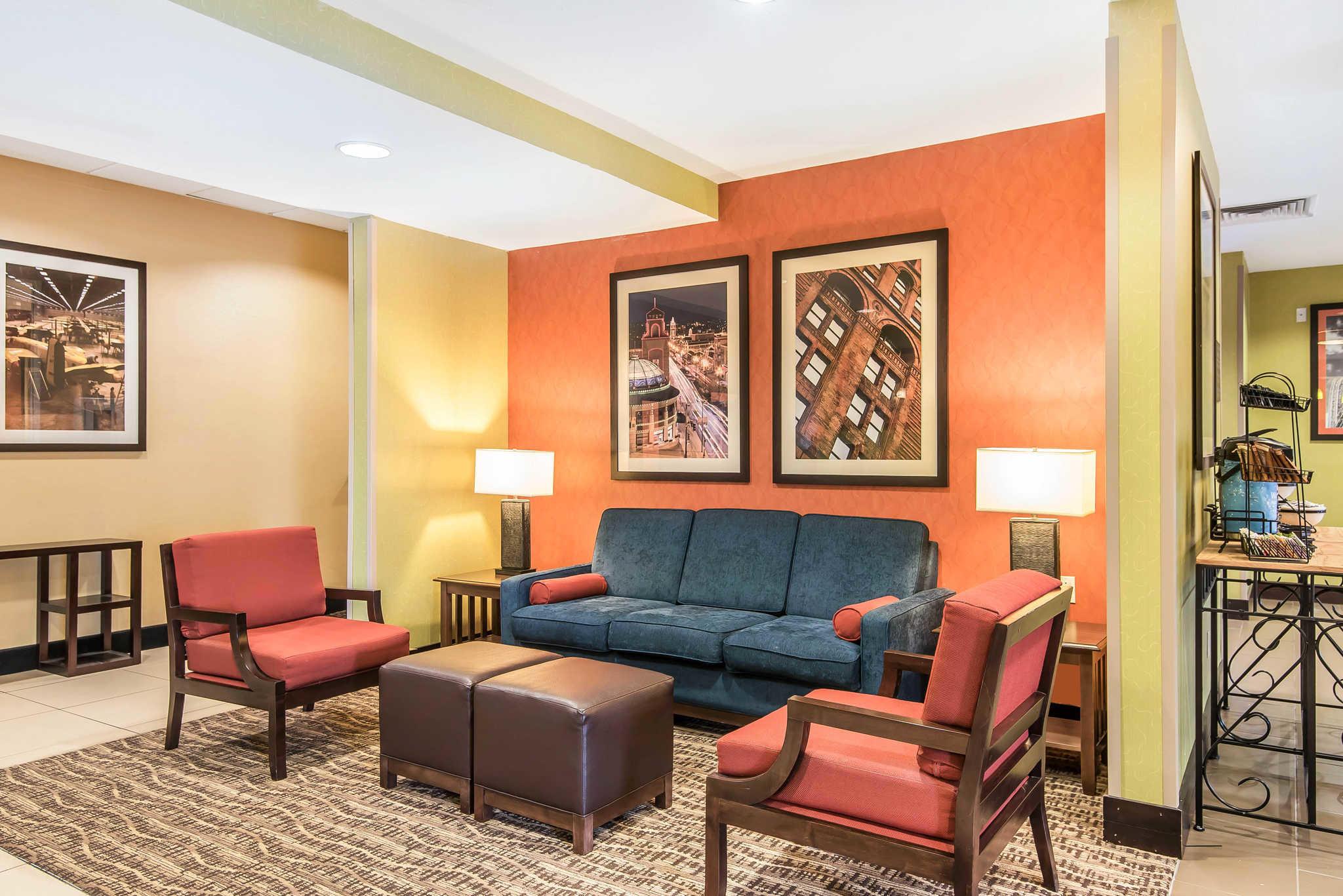 Comfort Inn & Suites Kansas City - Northeast image 5