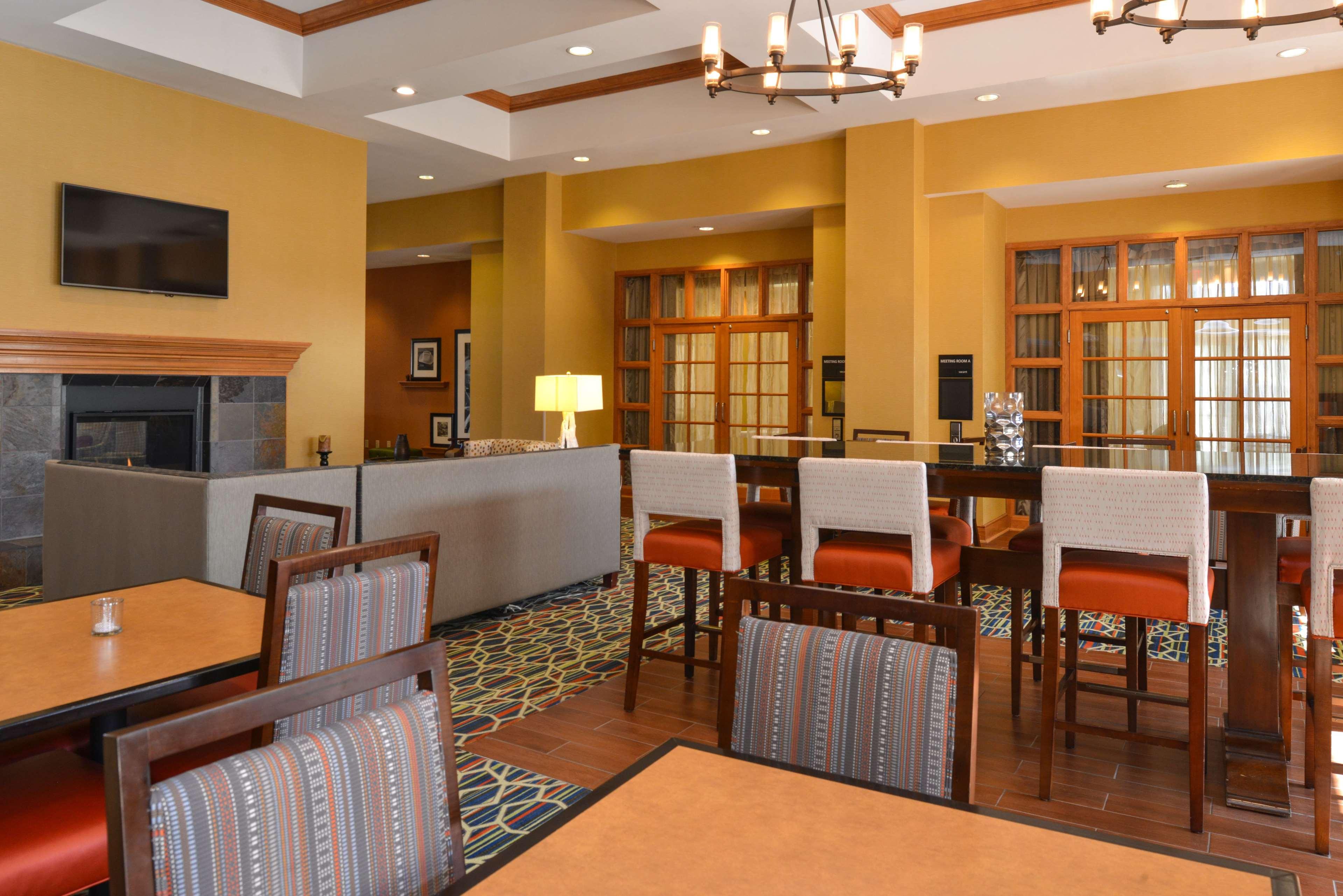 Hampton Inn & Suites Pueblo-Southgate image 14