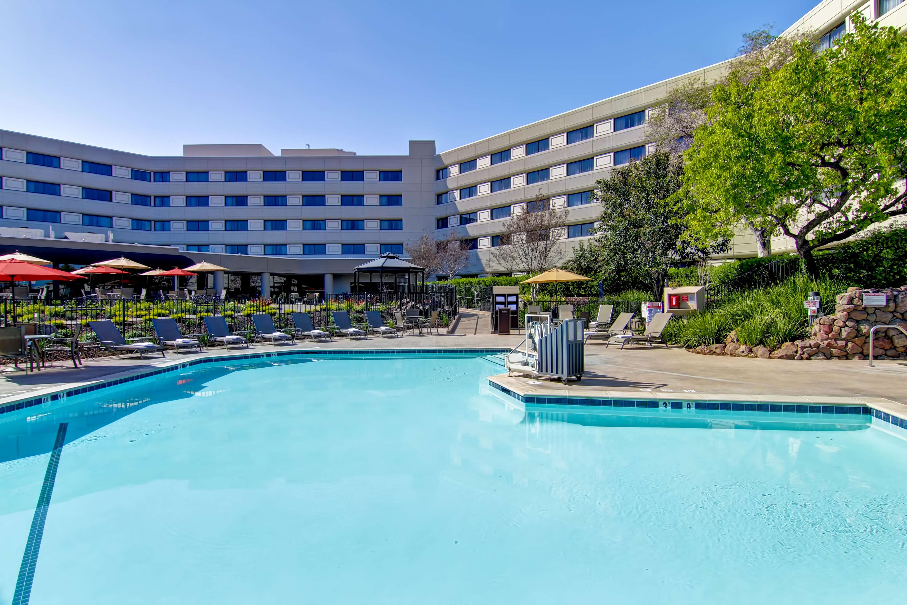 DoubleTree by Hilton Hotel Pleasanton at the Club image 7