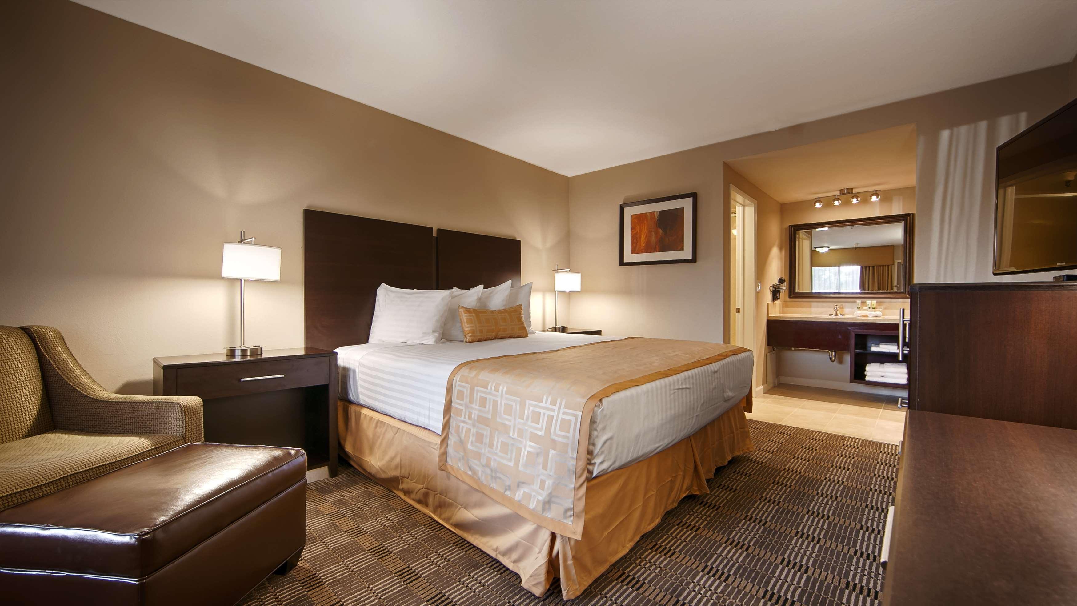 Best Western Pasadena Royale Inn & Suites image 5