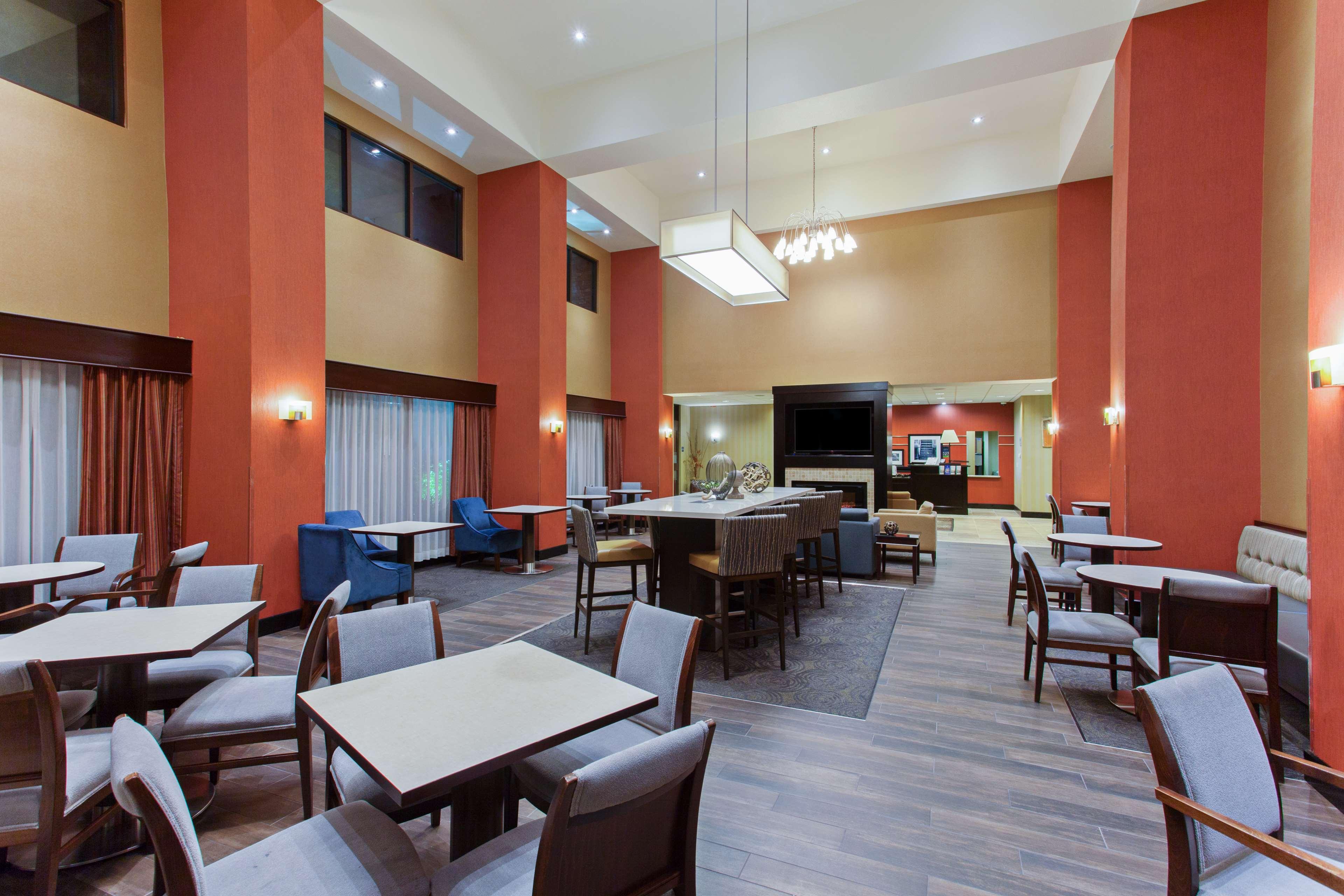 Hampton Inn & Suites Roseville image 5