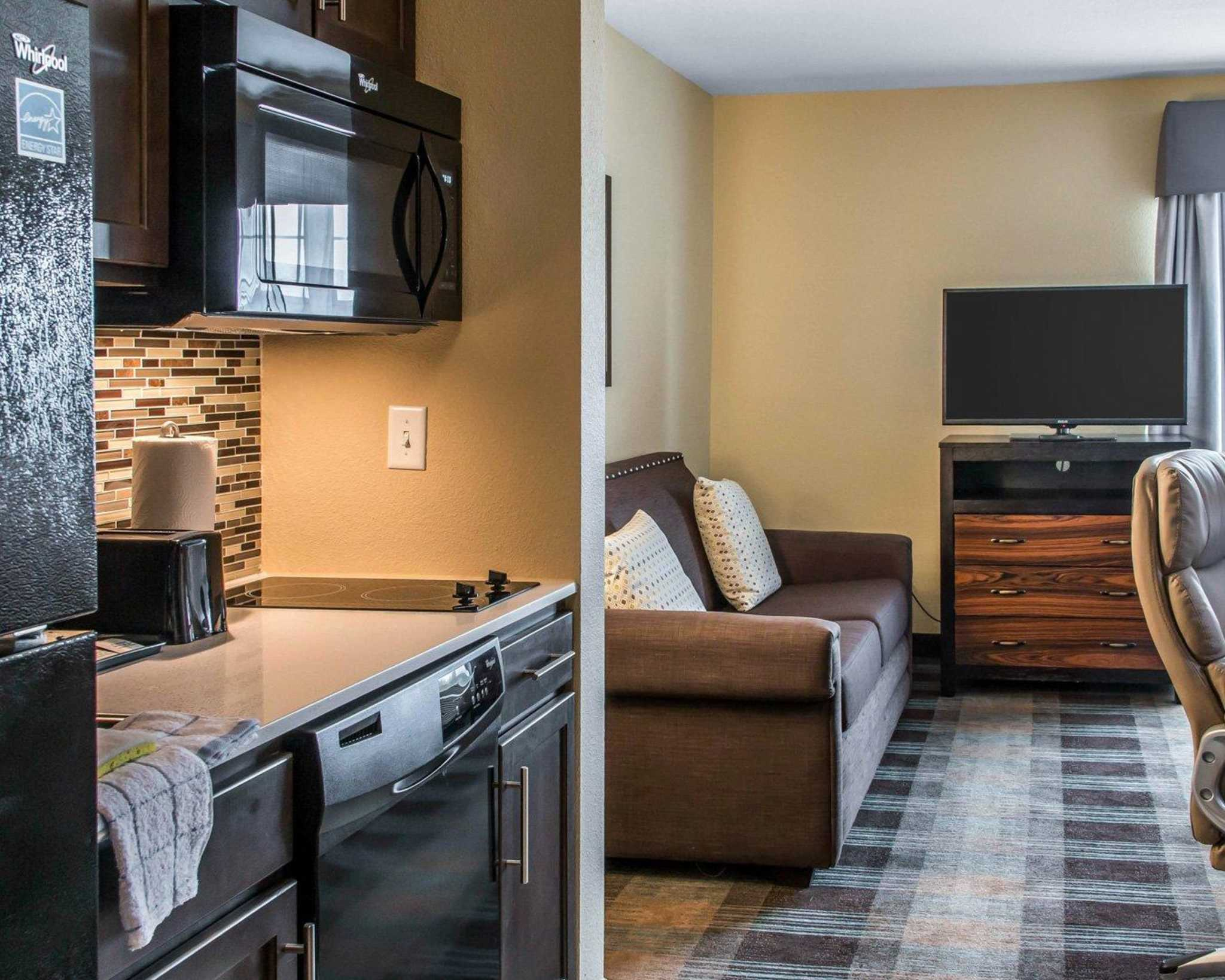 MainStay Suites image 16