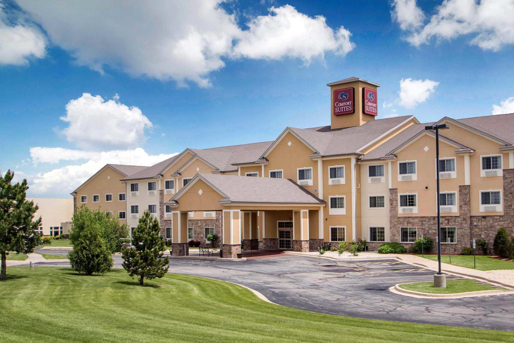 Comfort Suites Johnson Creek Conference Center image 0
