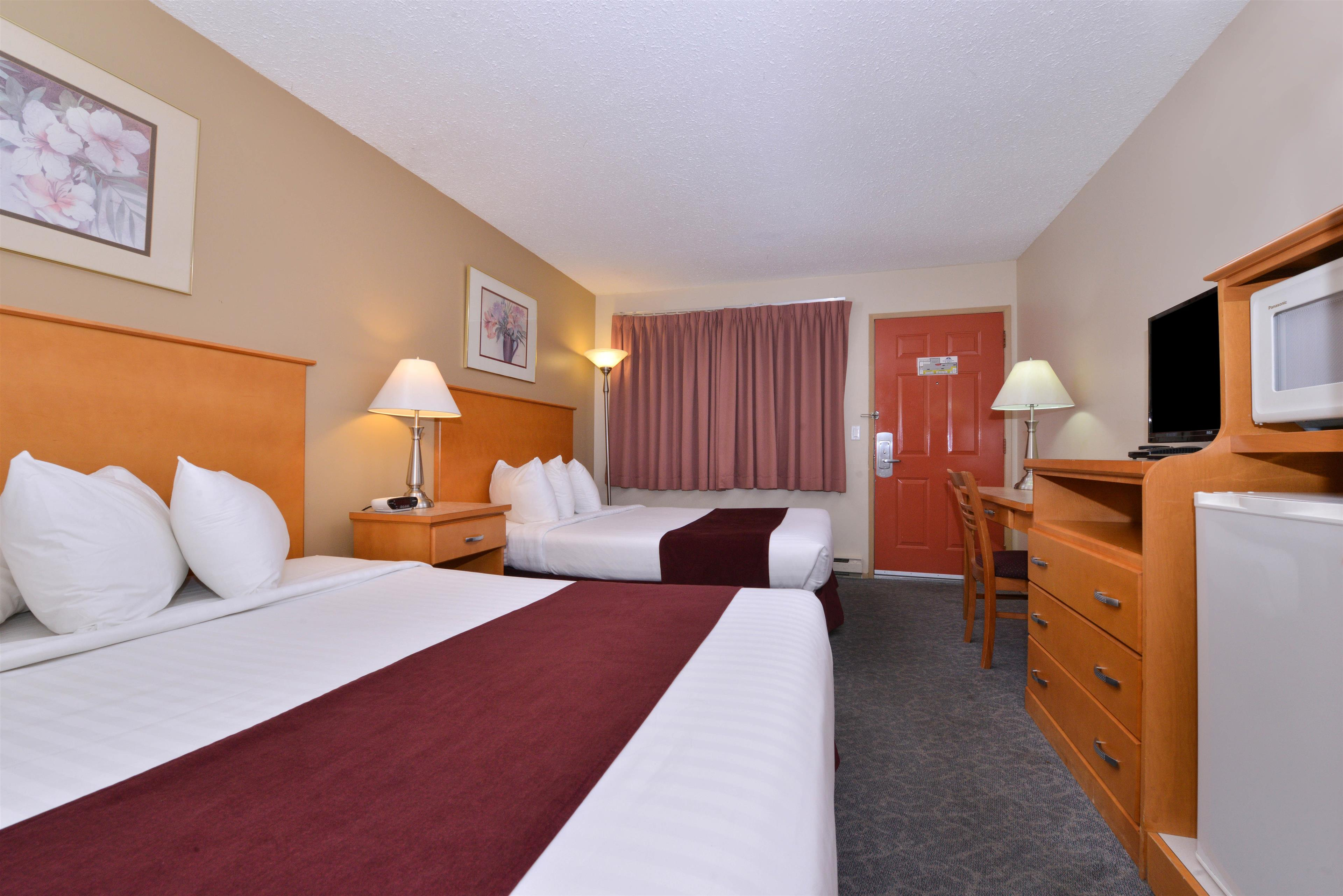 Canadas Best Value Inn & Suites Vernon in Vernon: Two Queen Beds