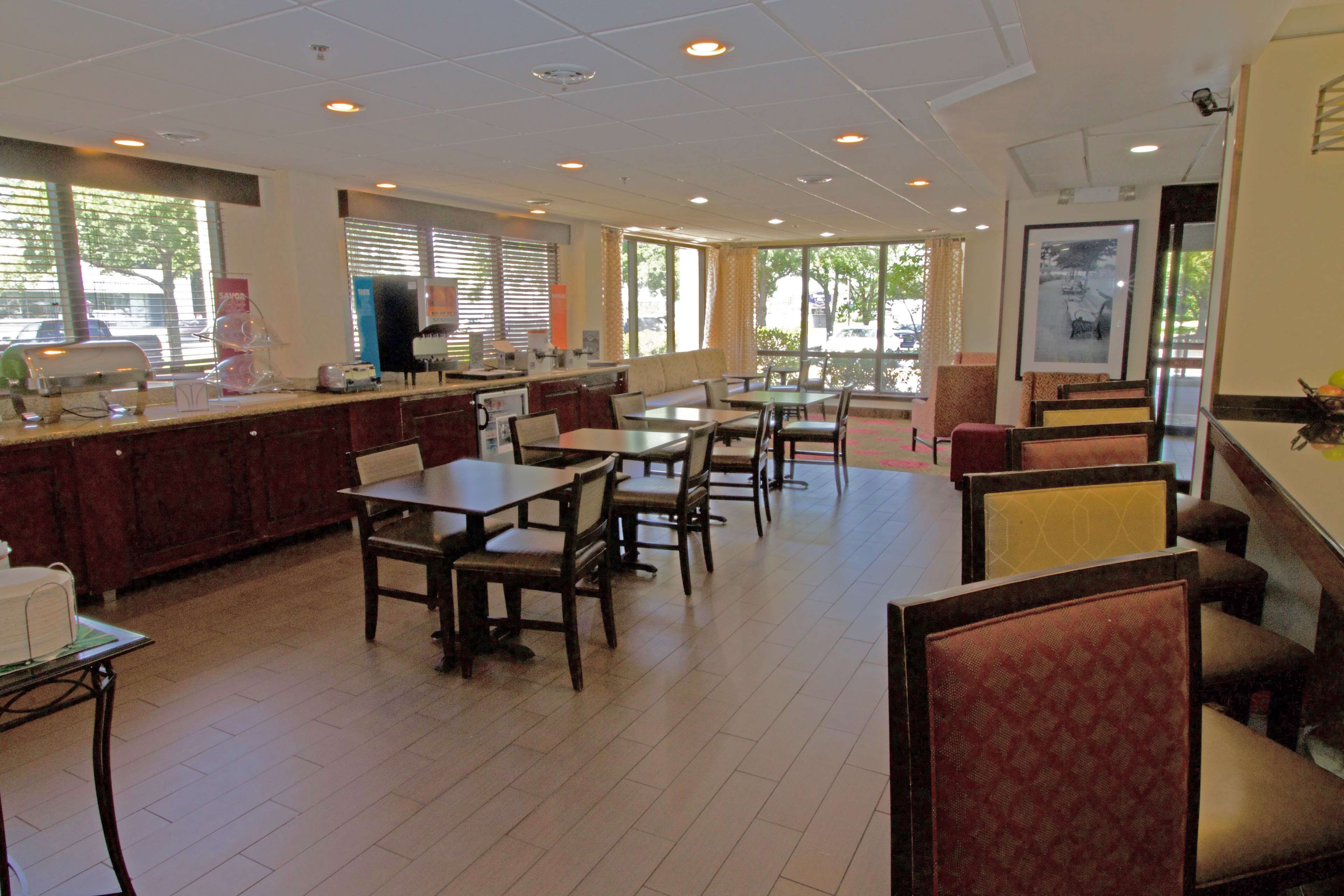 Hampton Inn Norfolk/Chesapeake (Greenbrier Area) image 9