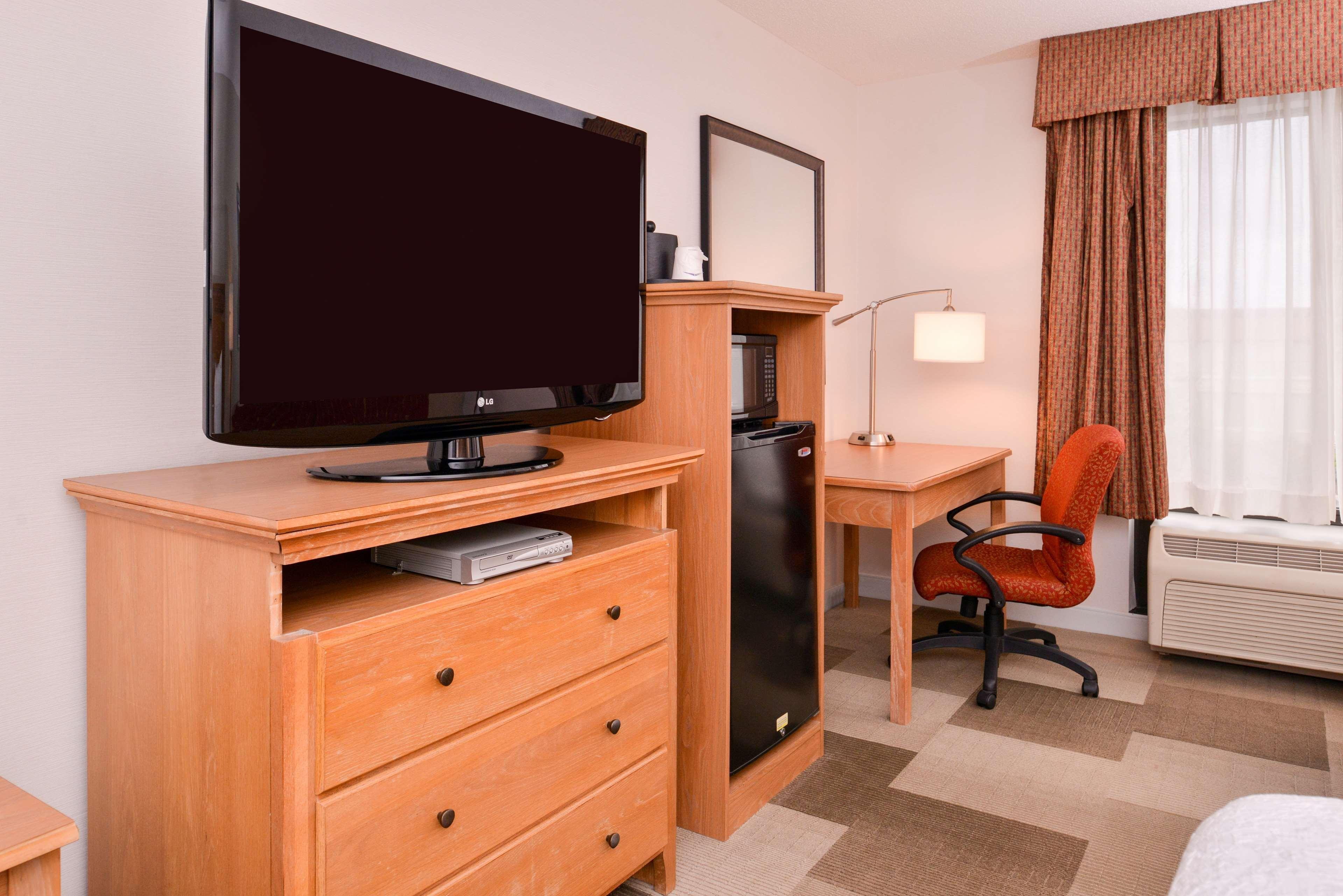 Hampton Inn Cortland image 22