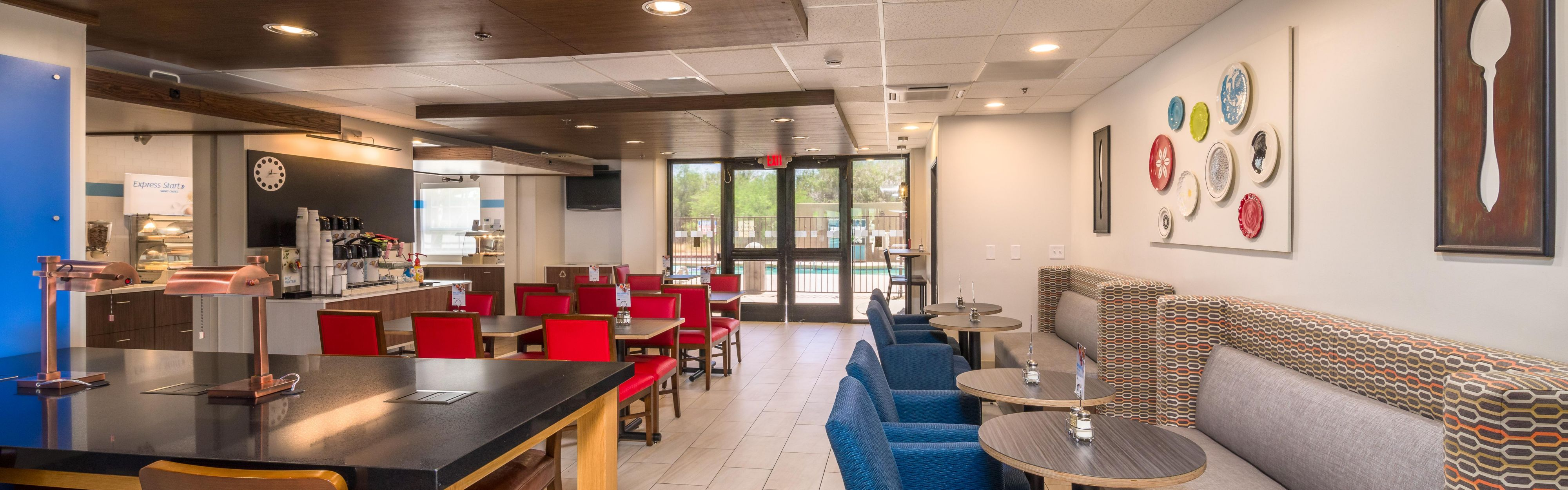Holiday Inn Express & Suites Phoenix Airport image 3