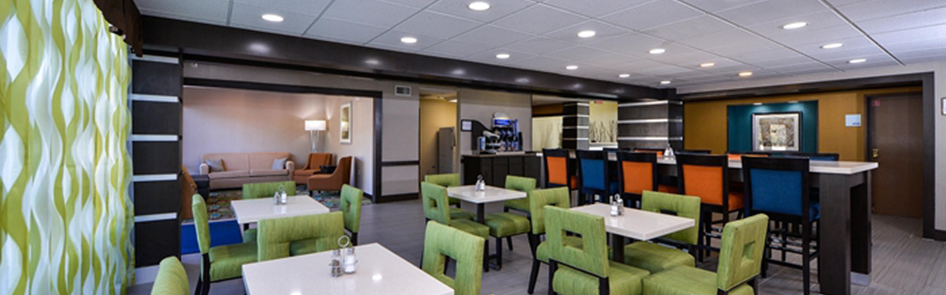 Holiday Inn Express & Suites Kingwood - Medical Center Area image 3