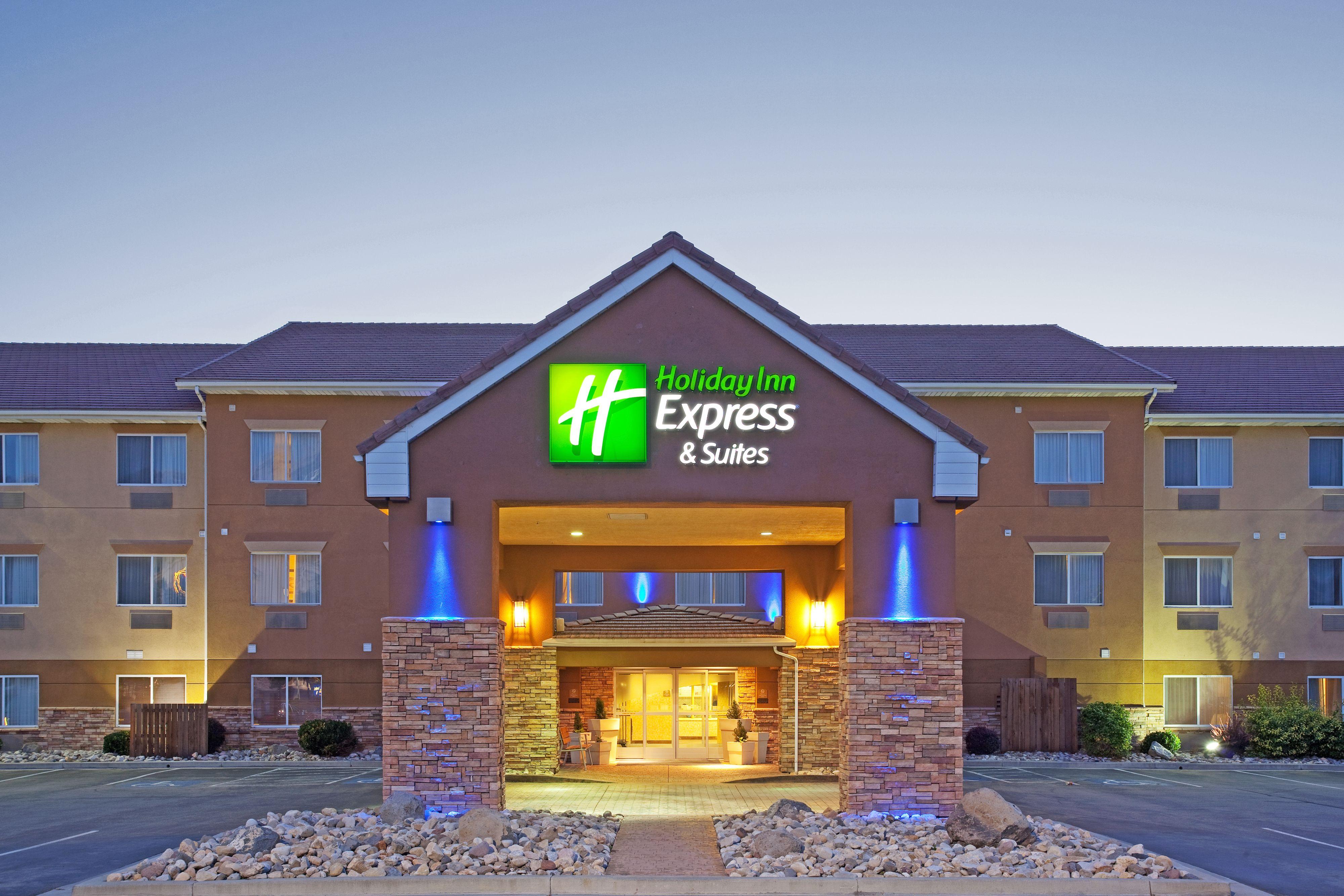Holiday Inn Express & Suites Sandusky image 0
