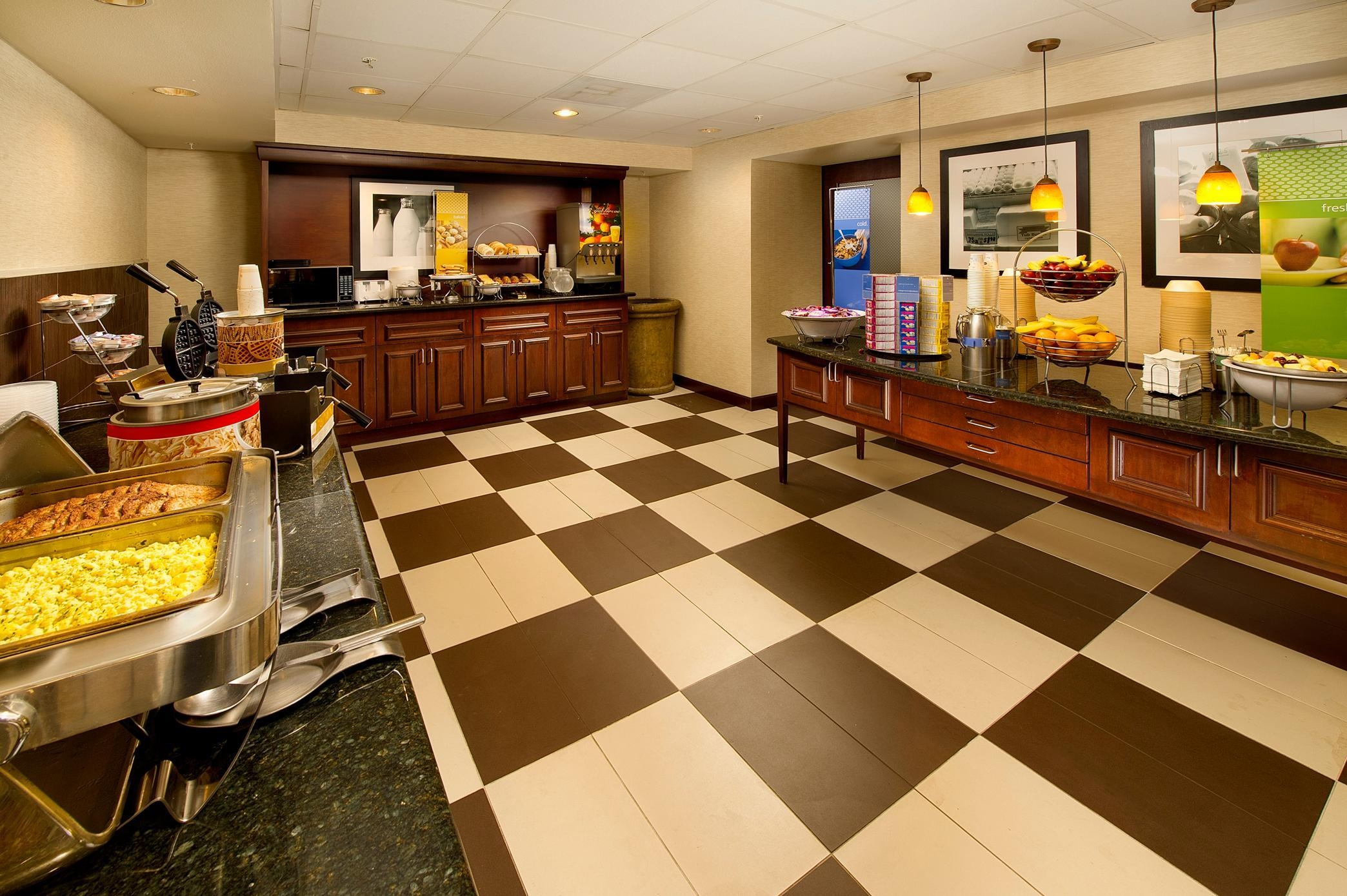Hampton Inn & Suites San Antonio-Airport image 6