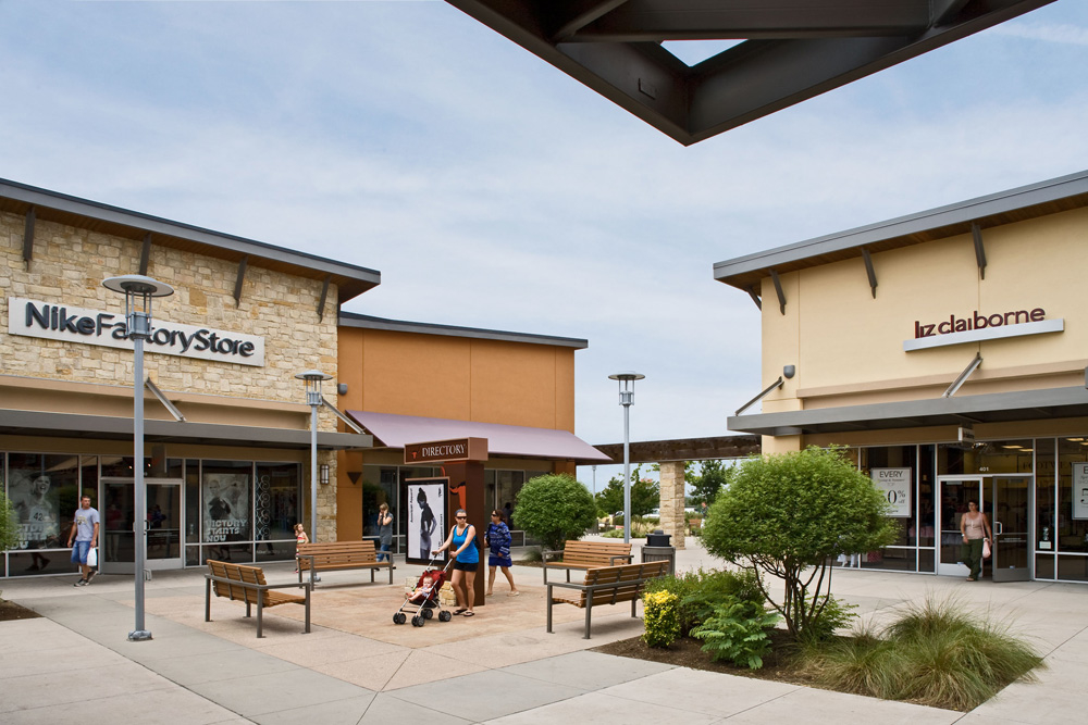 Come in to our Round Rock shoe store today and leave with fresh kicks on your feet and new gear in your hand. Visit us at Round Rock Premium Outlets and stock up on essentials like walking shoes, slides, adidas Boost, Nike React and Air Max. Shop top trends like dad shoes, camo, '90s styles and manakamanamobilecenter.tkon: North IH 35 Space , Round Rock, , TX.