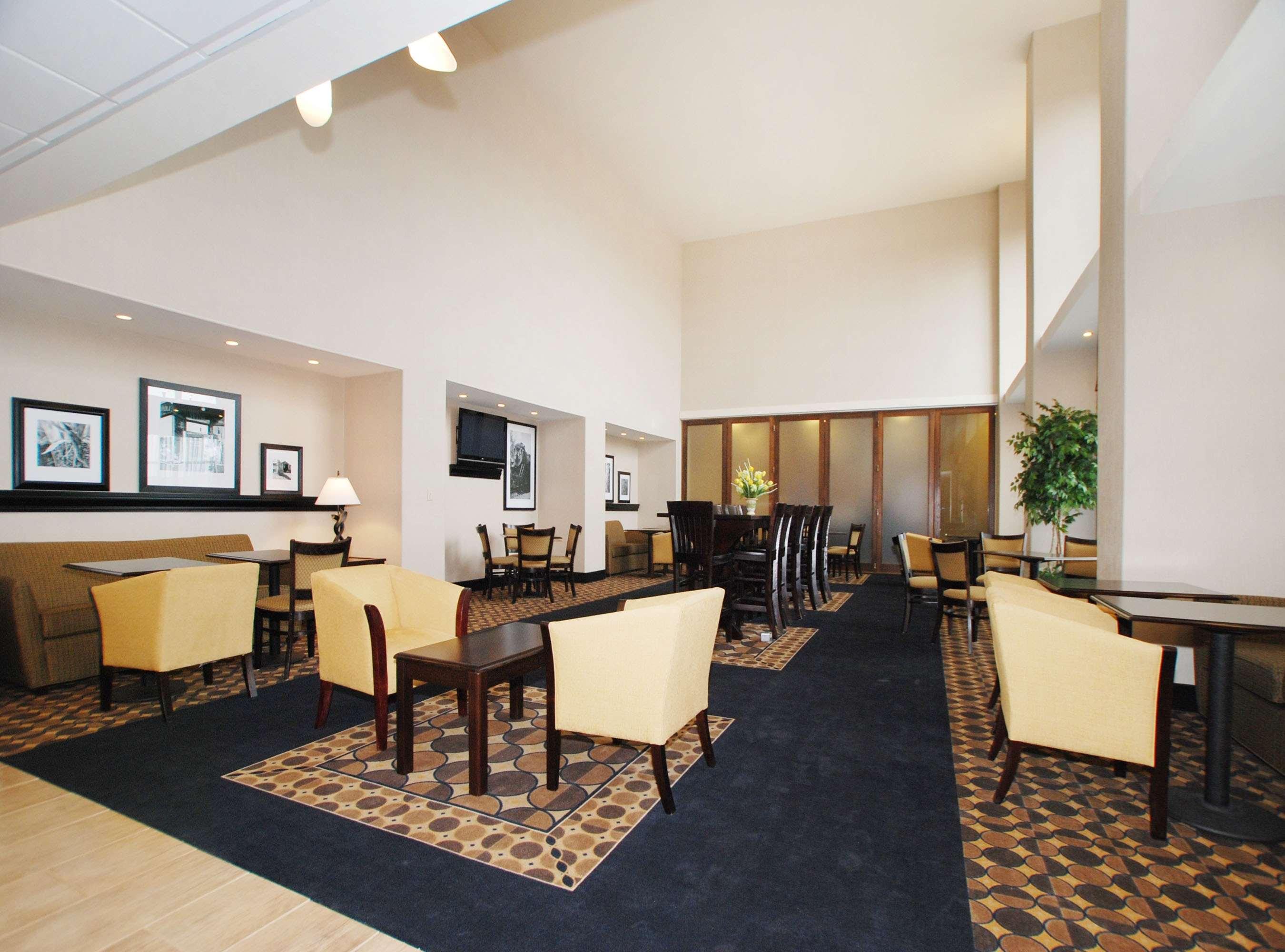 Hampton Inn & Suites Childress image 7