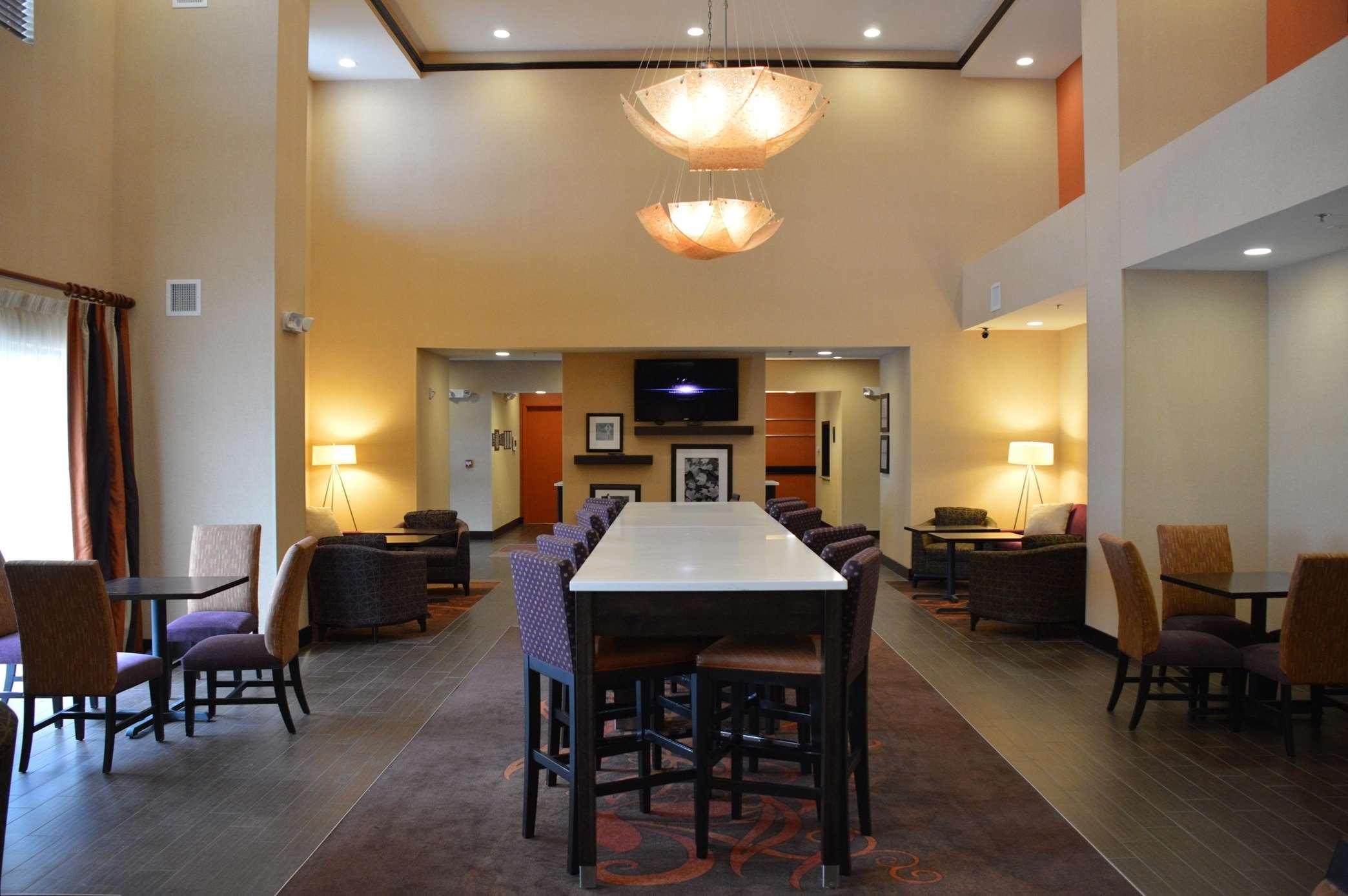 Hampton Inn & Suites Jamestown, ND image 13