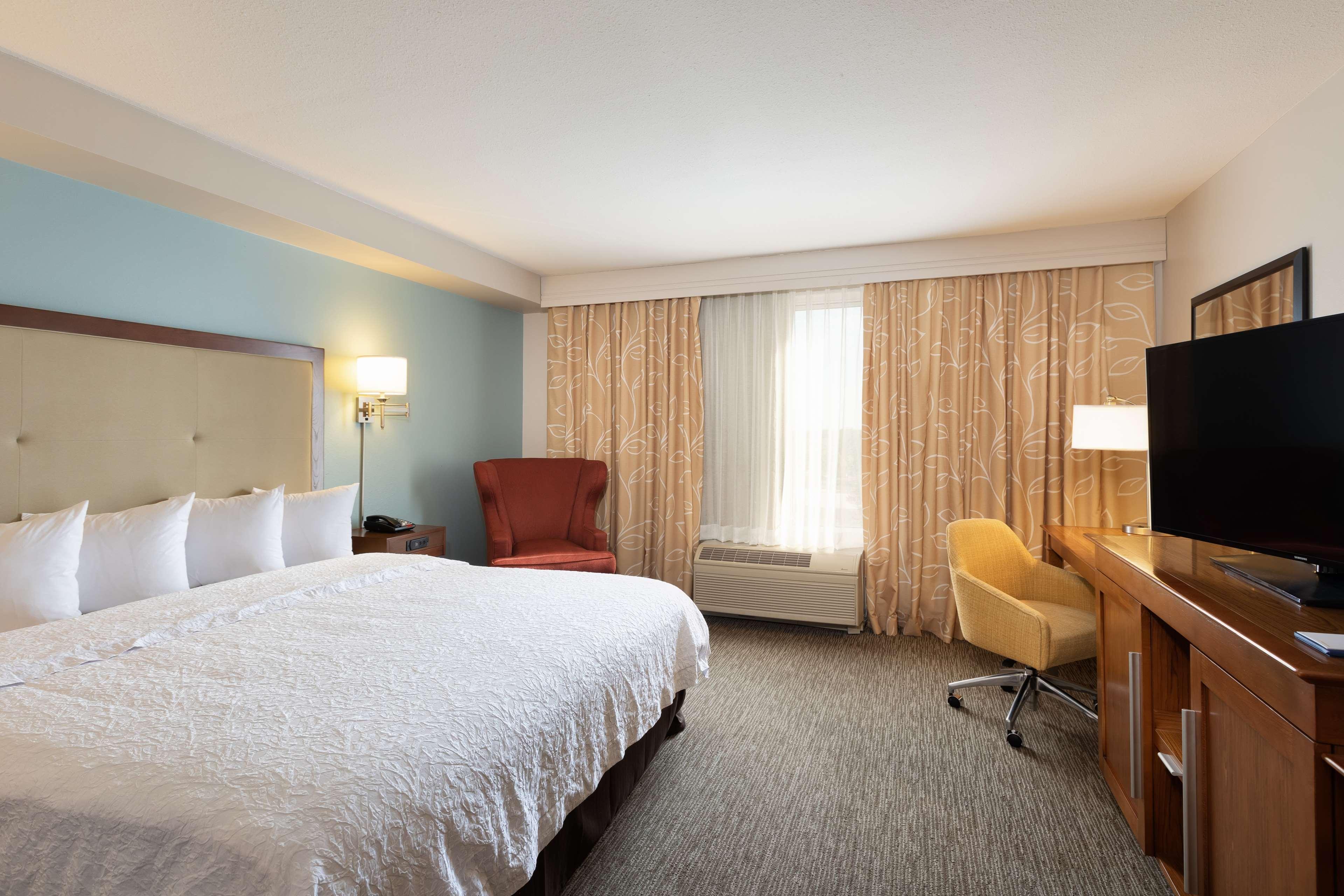 Hampton Inn & Suites Austin-Airport image 41