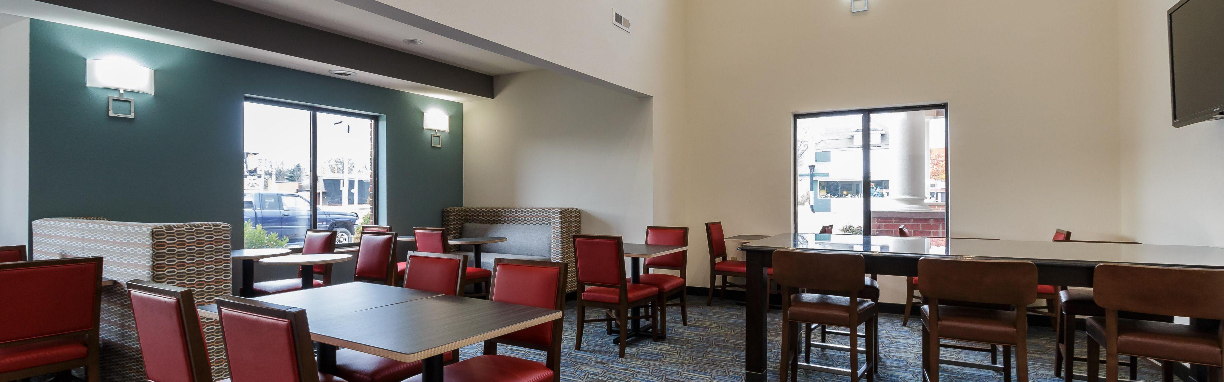 Holiday Inn Express & Suites South Bend - Notre Dame Univ. image 3