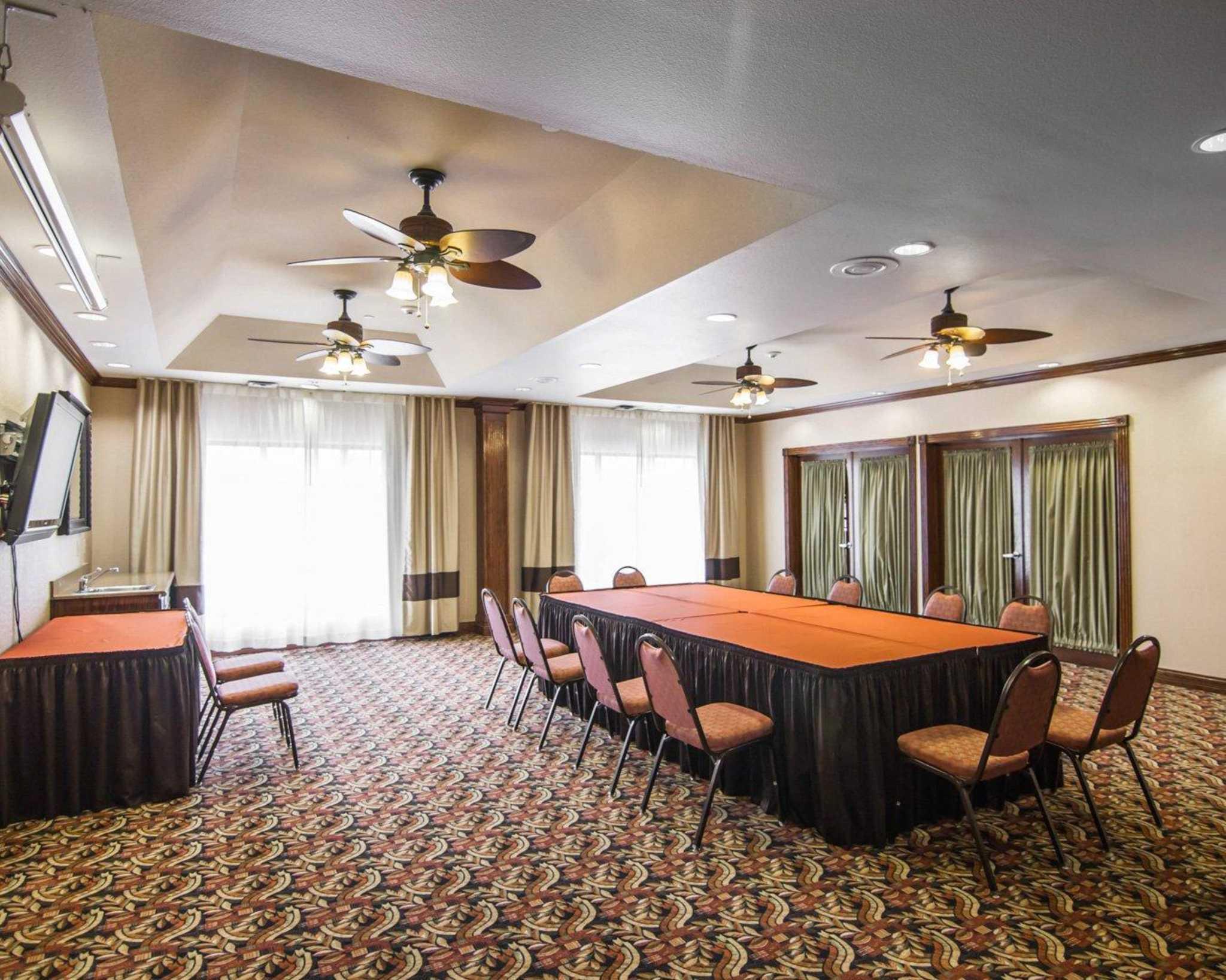 Comfort Suites Marshall image 14