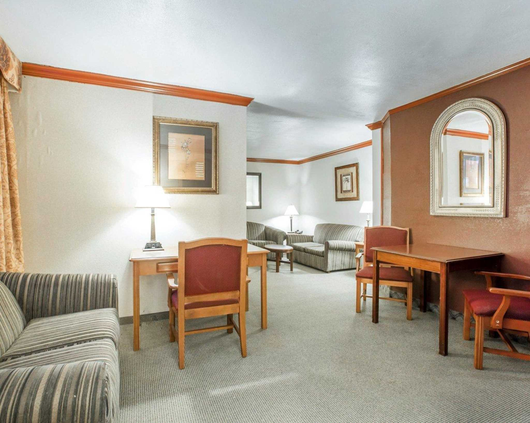 Clarion Inn Conference Center image 28