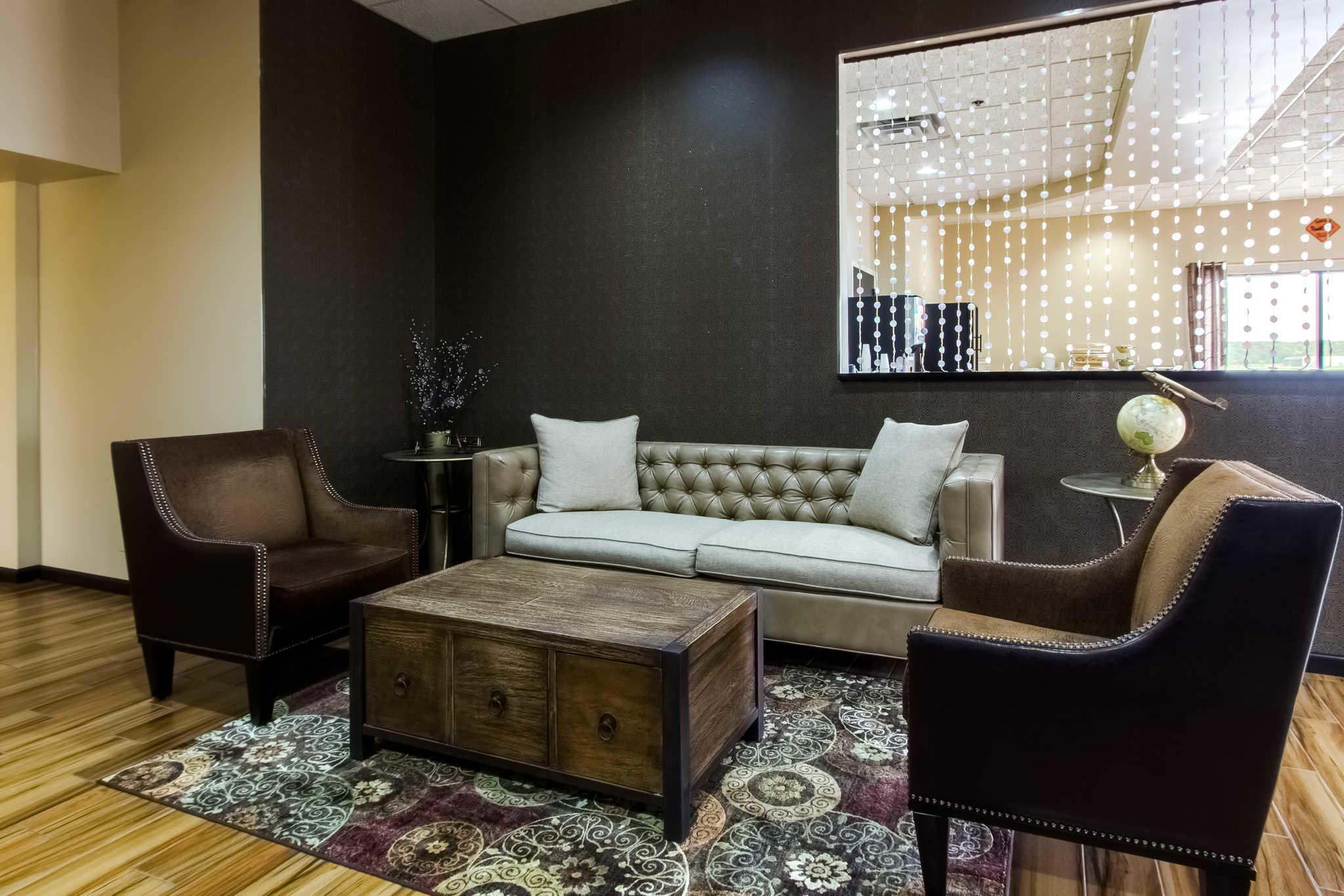 Quality Inn & Suites Moline - Quad Cities image 3