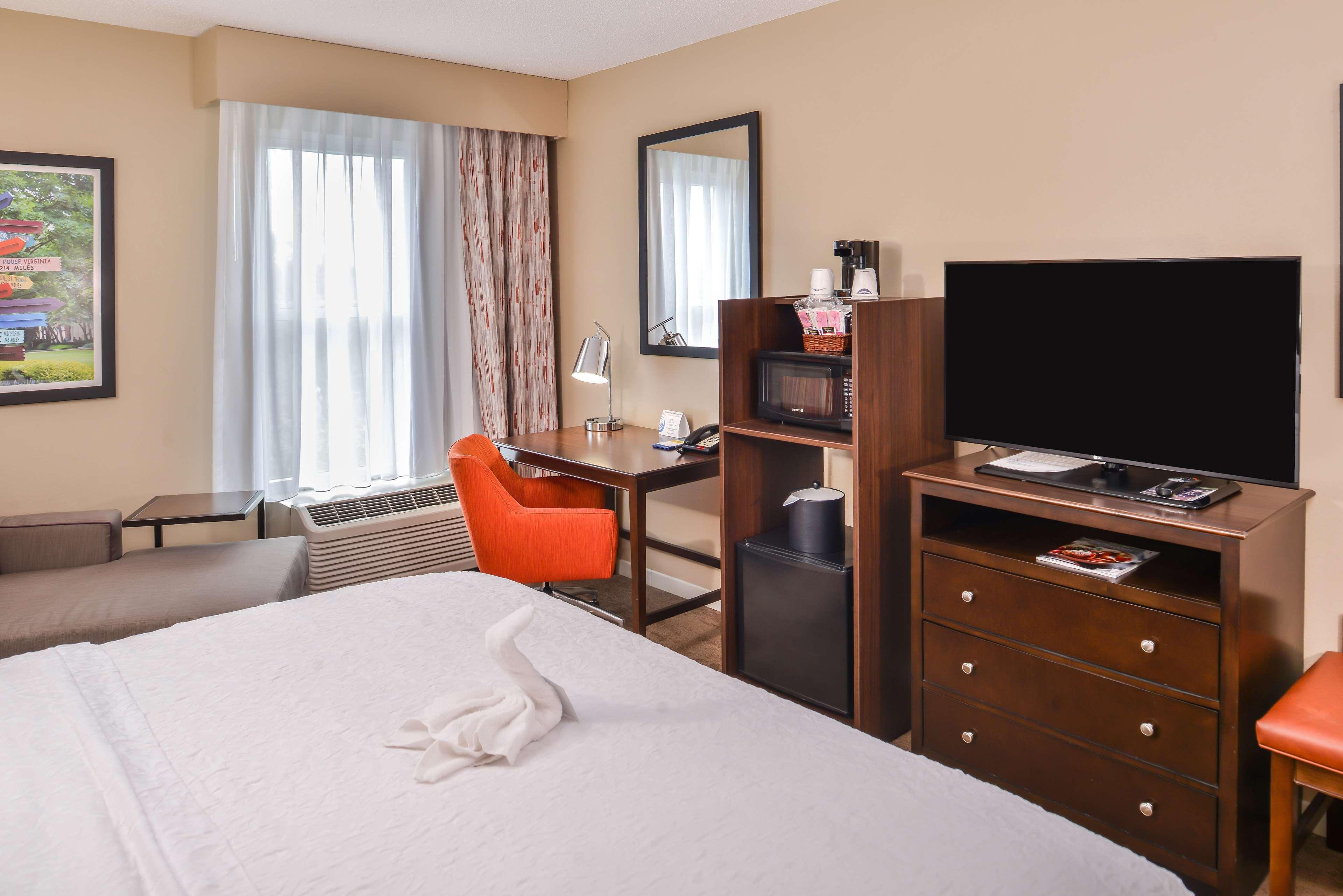 Hampton Inn & Suites Charlotte-Arrowood Rd. image 33