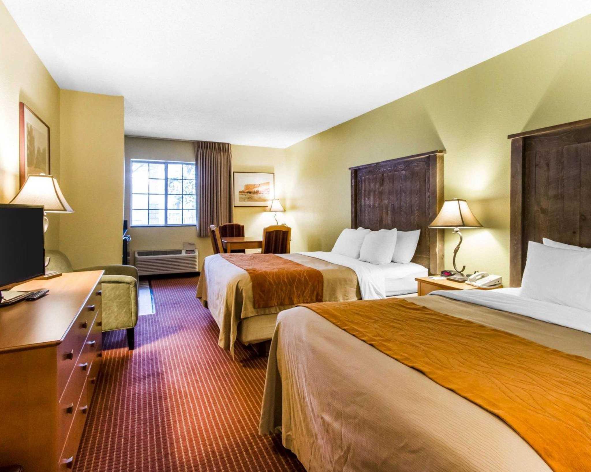 Comfort Inn I-17 & I-40 image 24