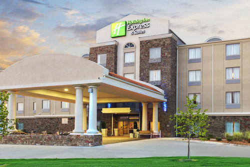 Holiday Inn Express & Suites Searcy image 0