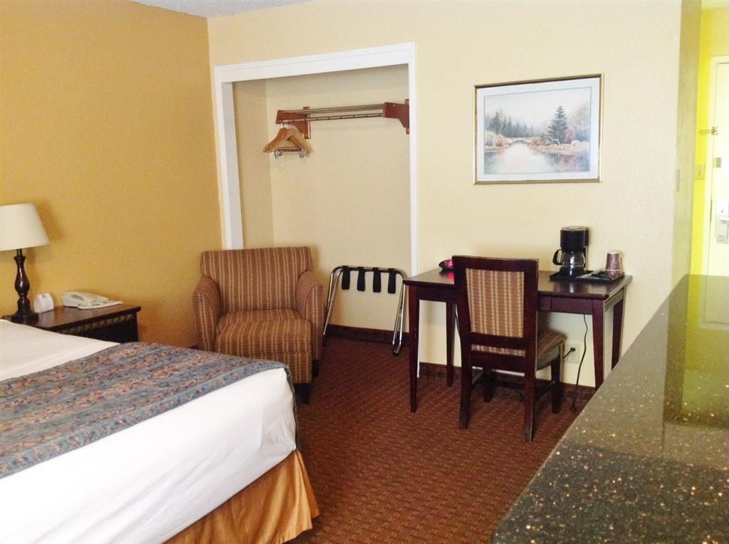 Americas Best Value Inn Kettleman City image 3