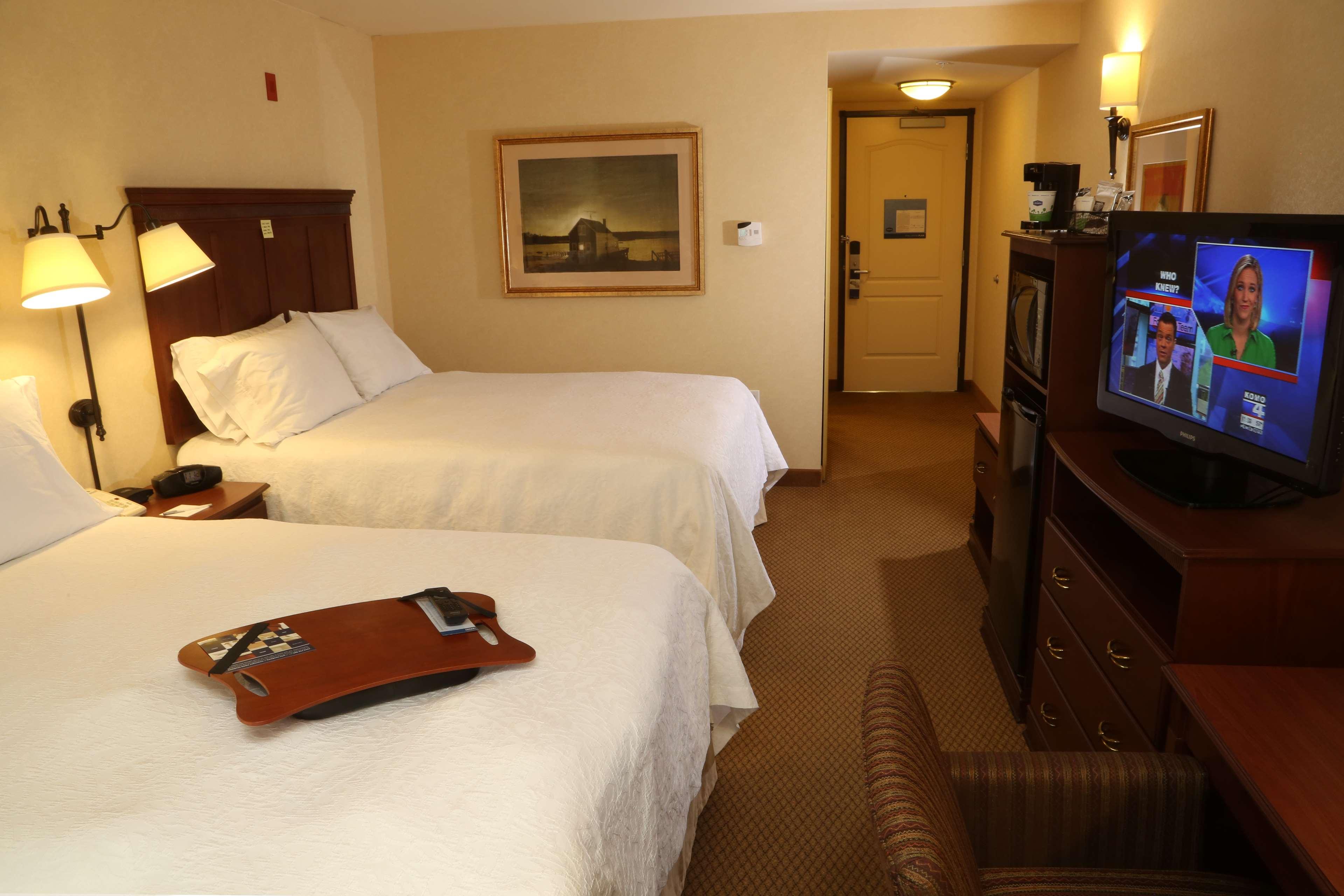 Hampton Inn & Suites Burlington image 11