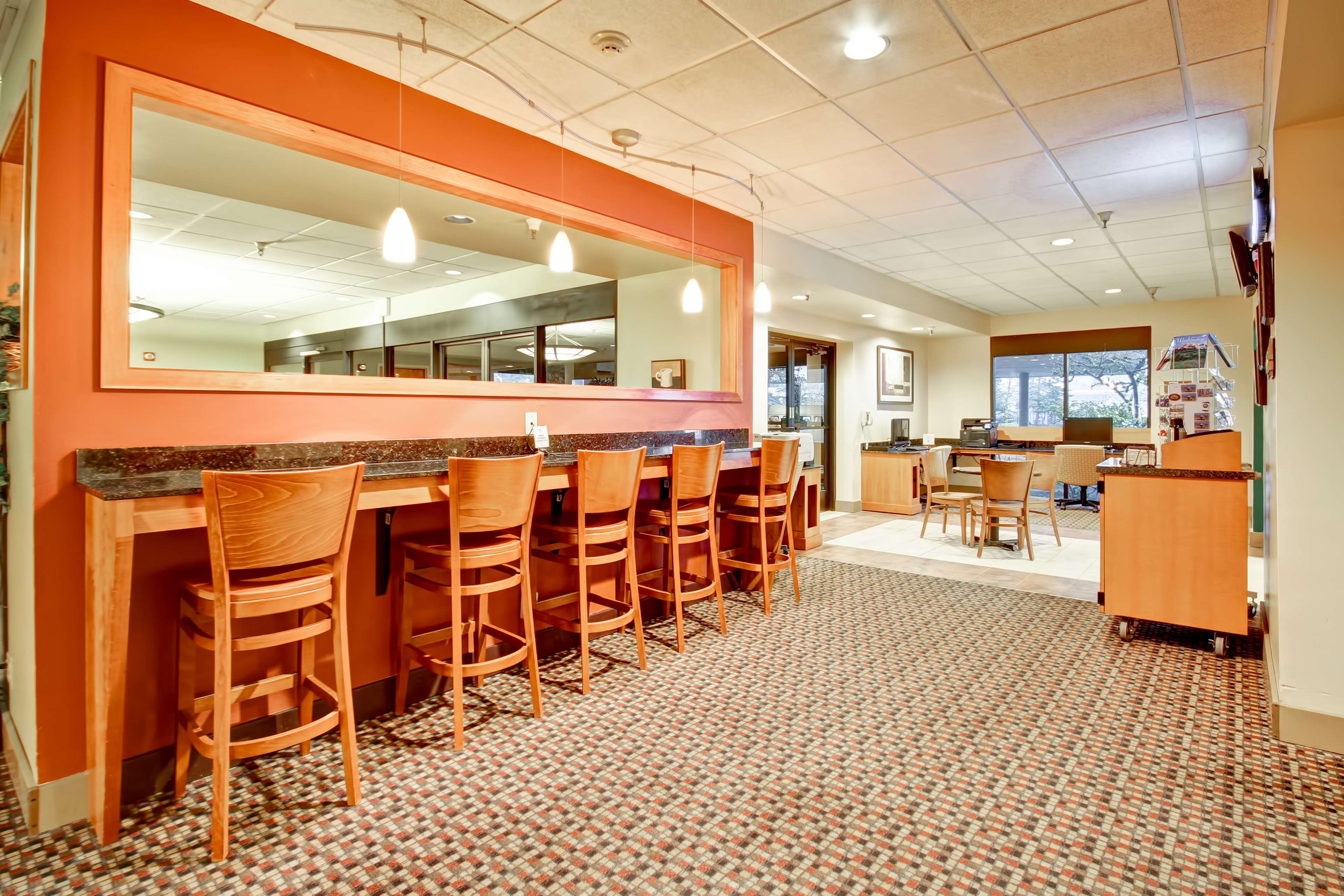 DoubleTree Suites by Hilton Hotel Seattle Airport - Southcenter image 8