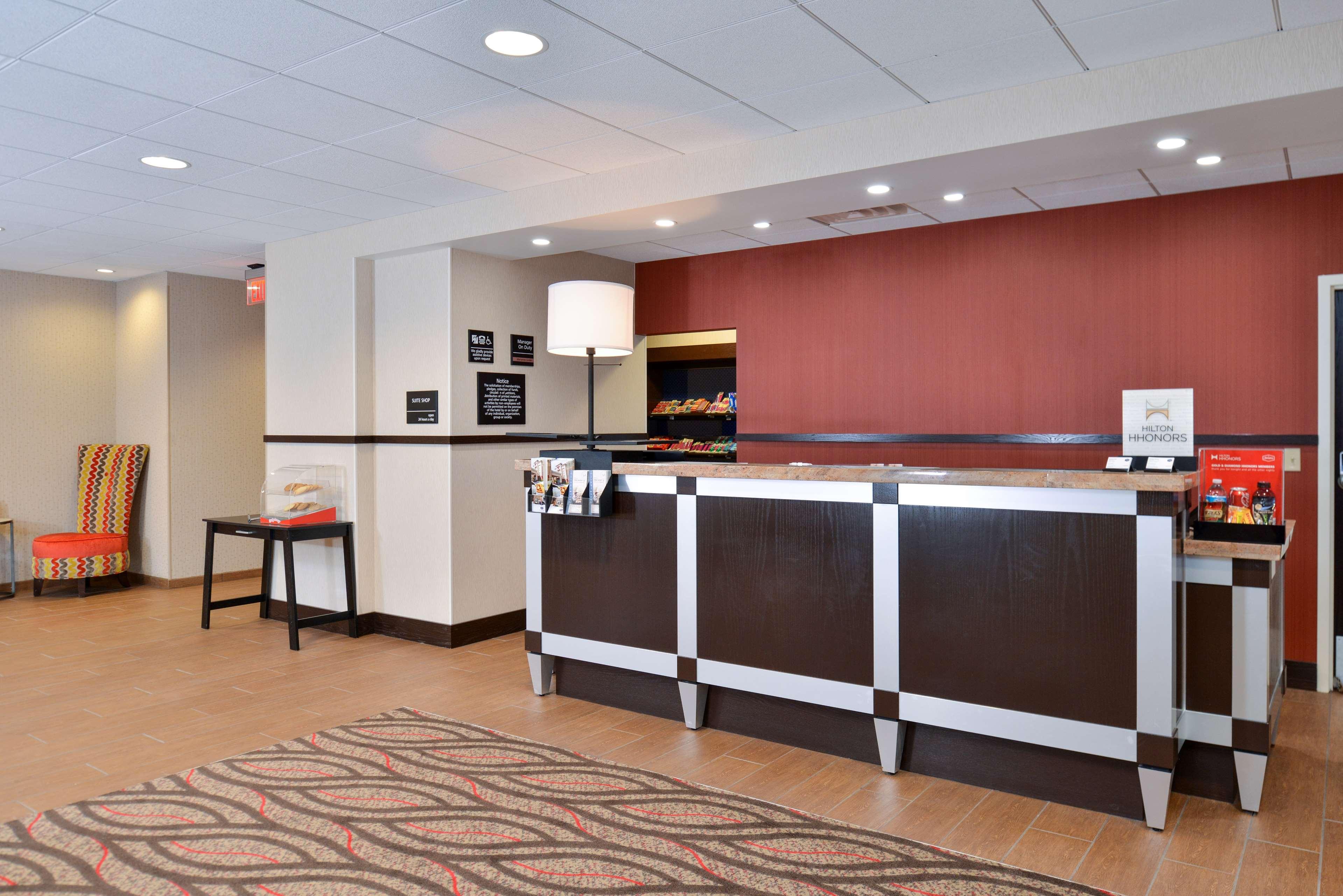 Hampton Inn & Suites California University-Pittsburgh image 2