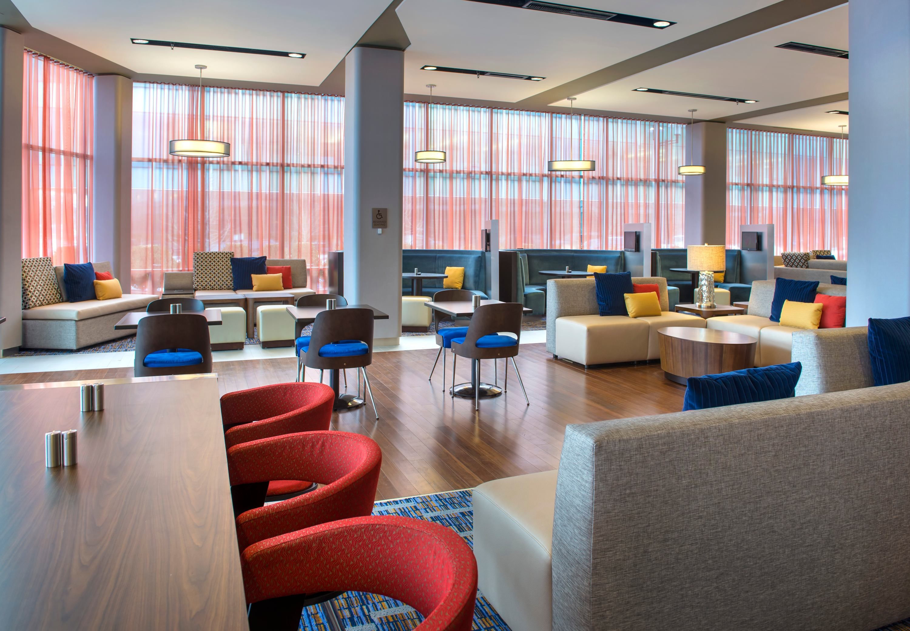 Courtyard by Marriott Philadelphia South at The Navy Yard image 8