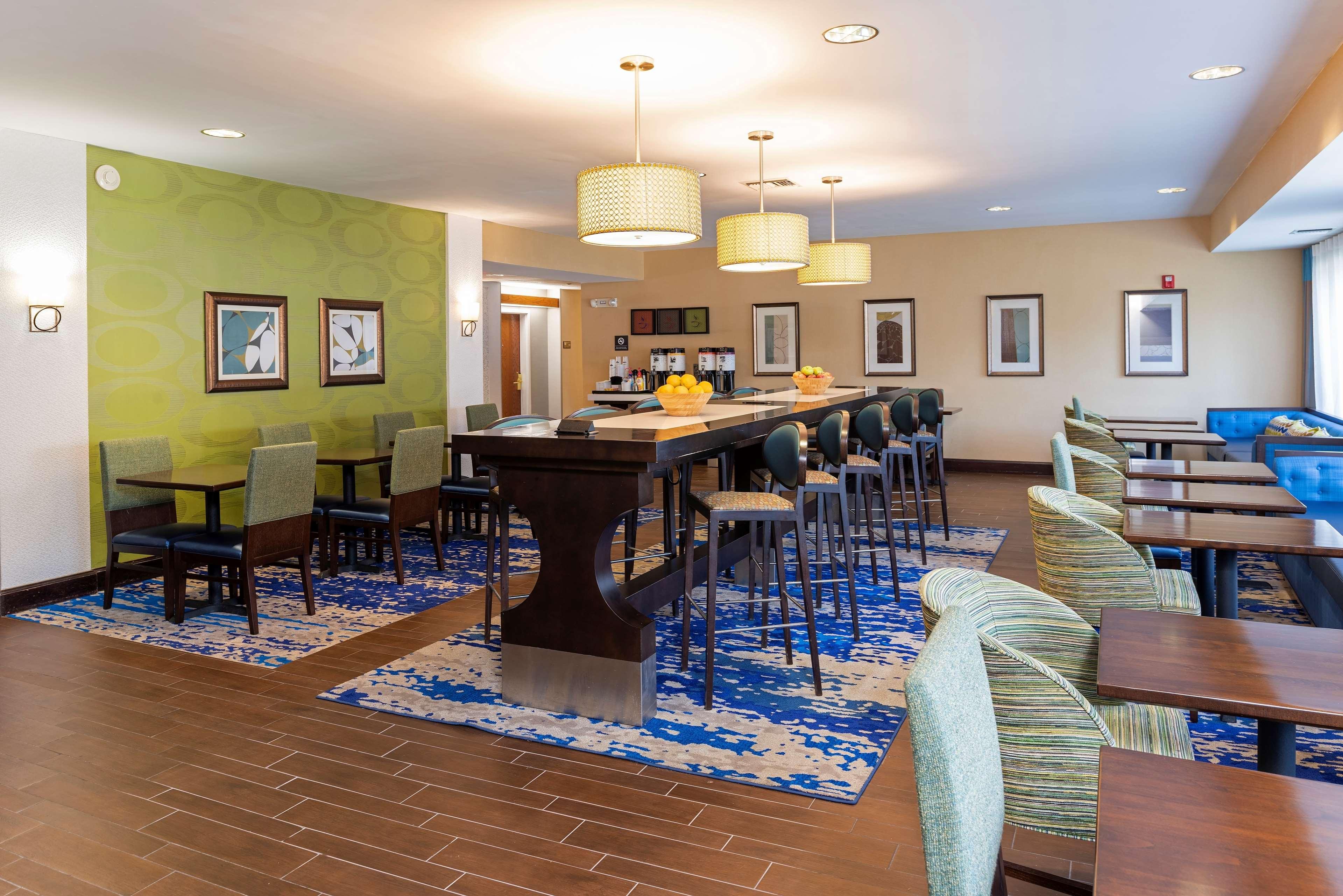 Hampton Inn East Lansing image 3