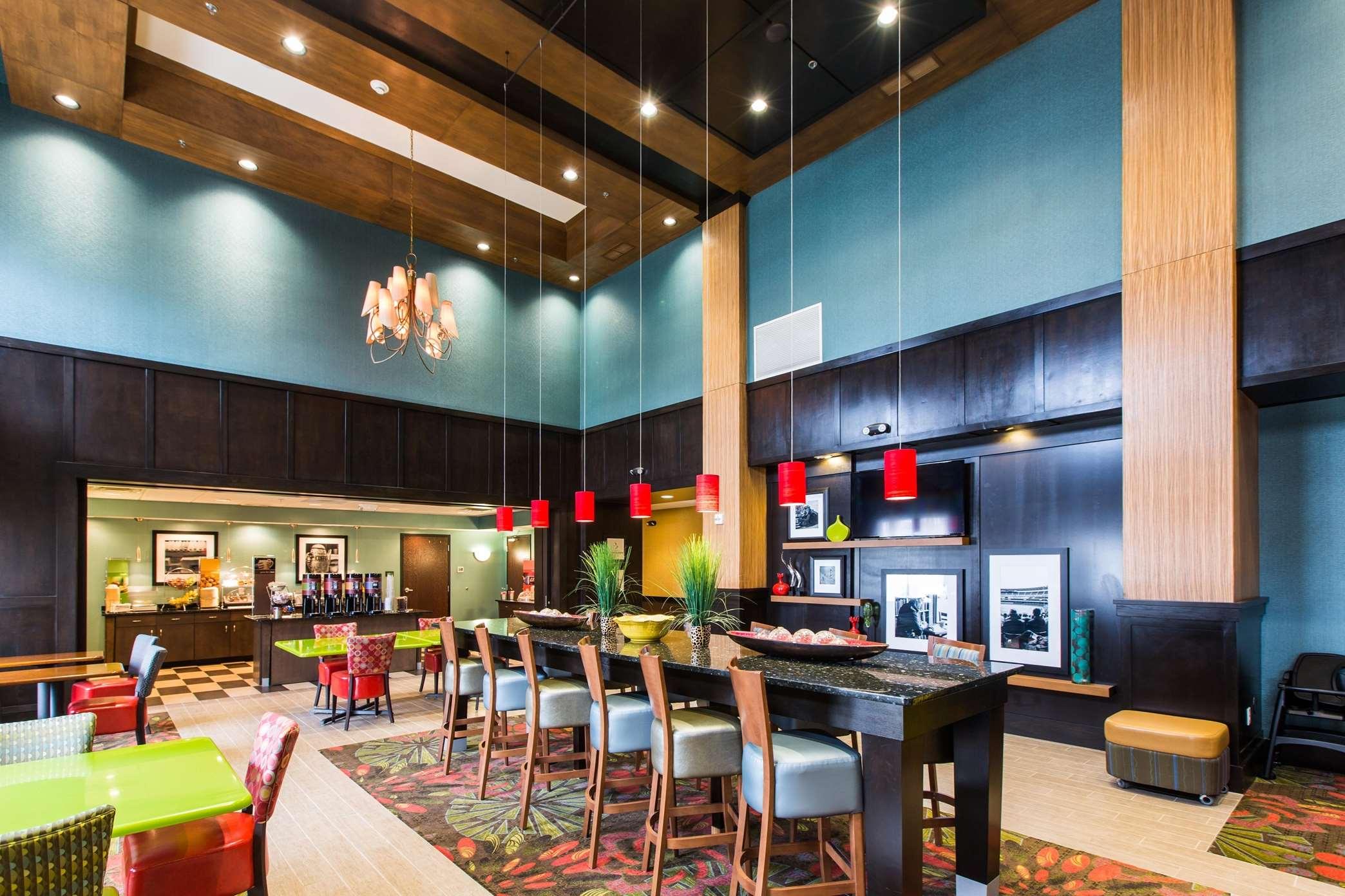 Hampton Inn & Suites Toledo/Westgate image 1