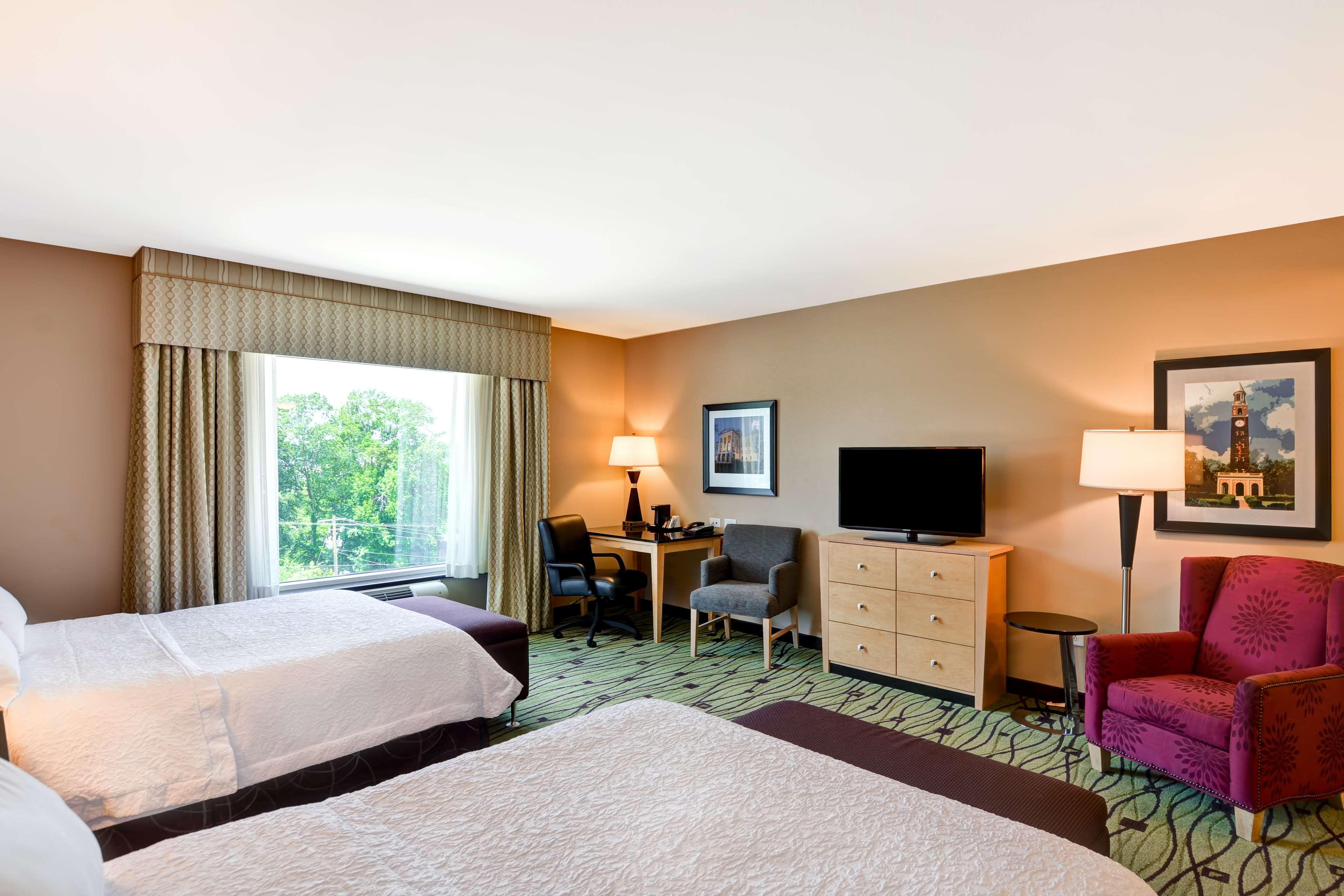 Hampton Inn & Suites Raleigh/Crabtree Valley image 17