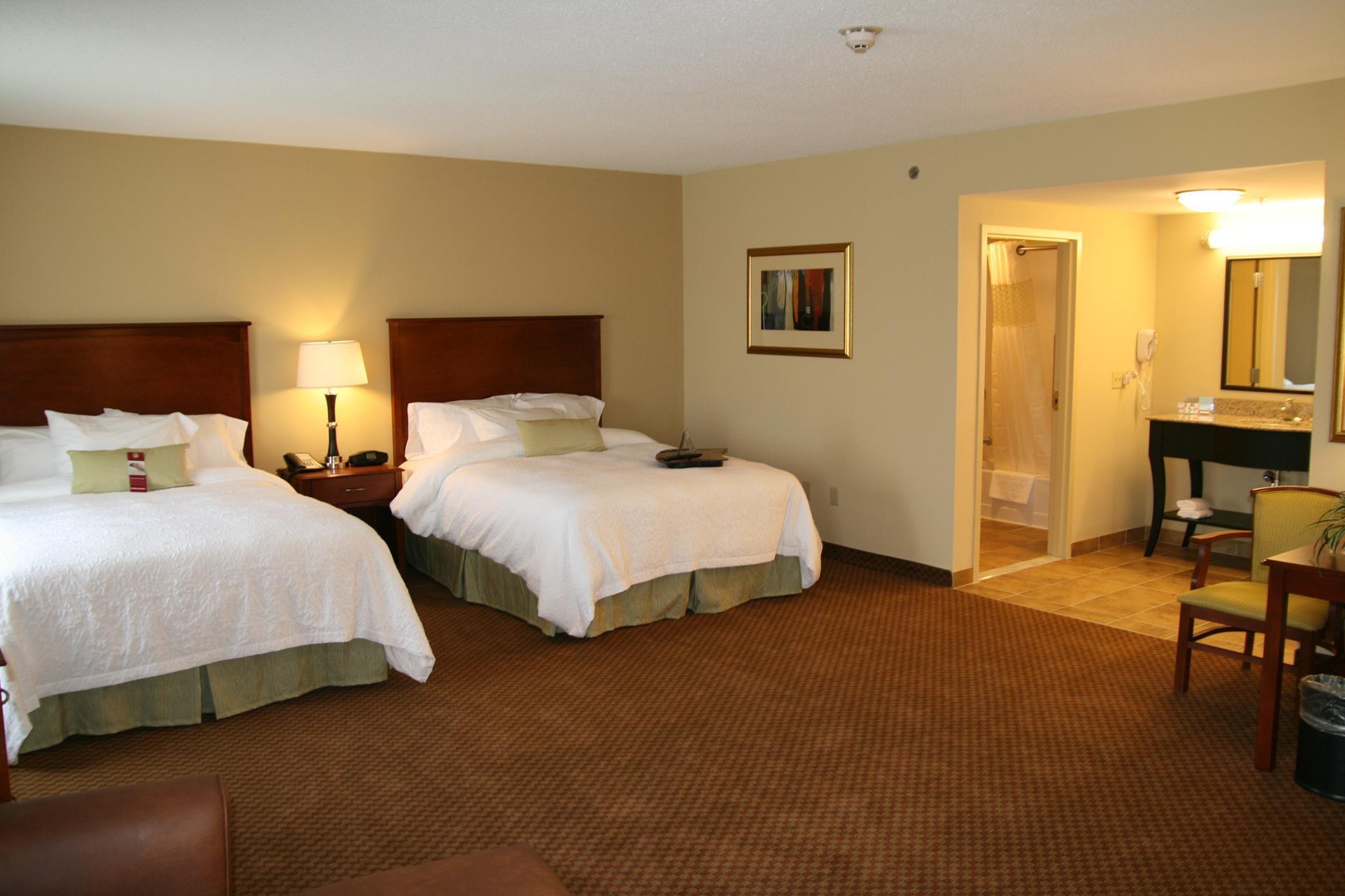 Hampton Inn & Suites Warren image 28