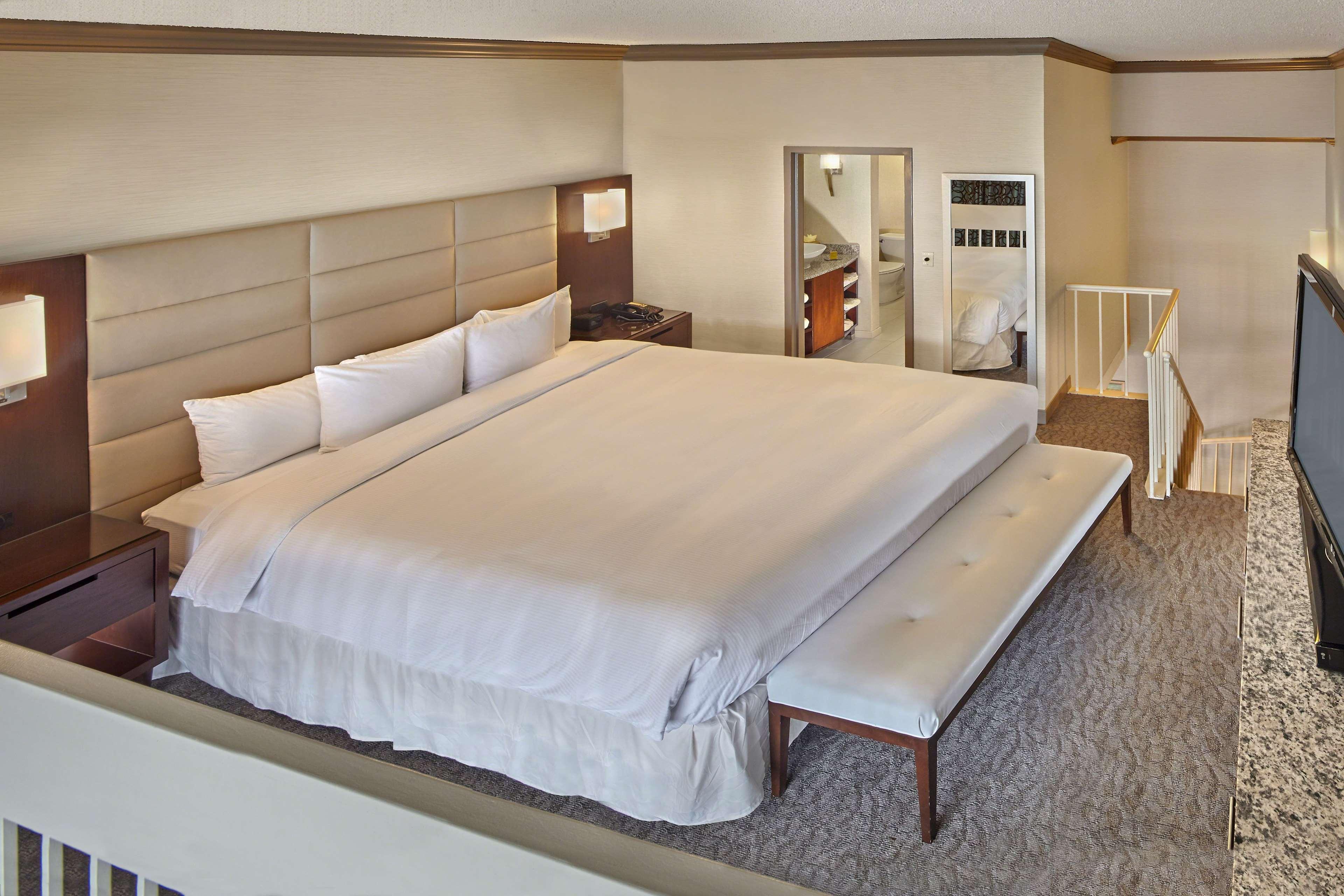 DoubleTree by Hilton Hotel Little Rock image 26