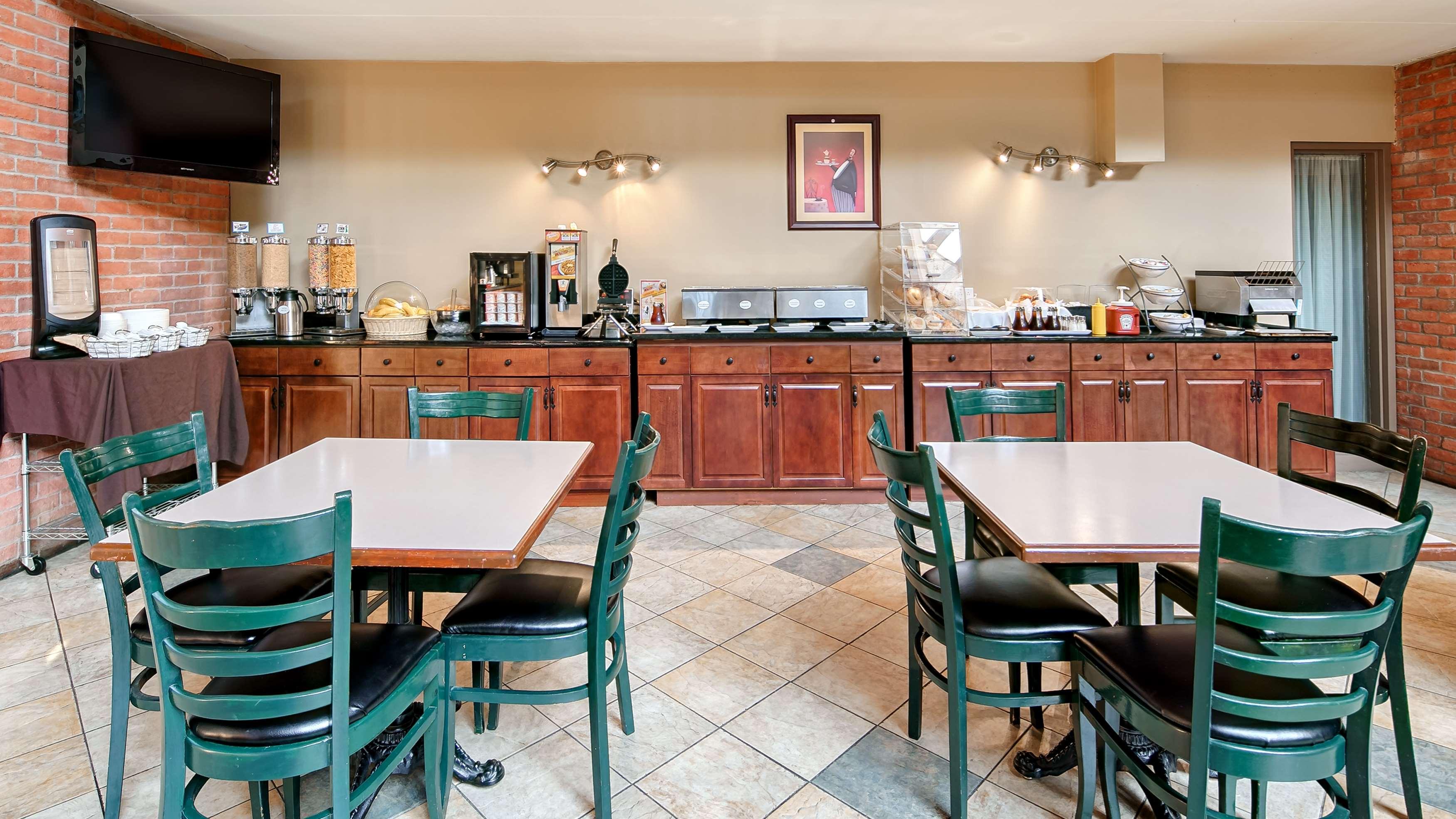 Best Western Laval-Montreal à Laval: Breakfast Area