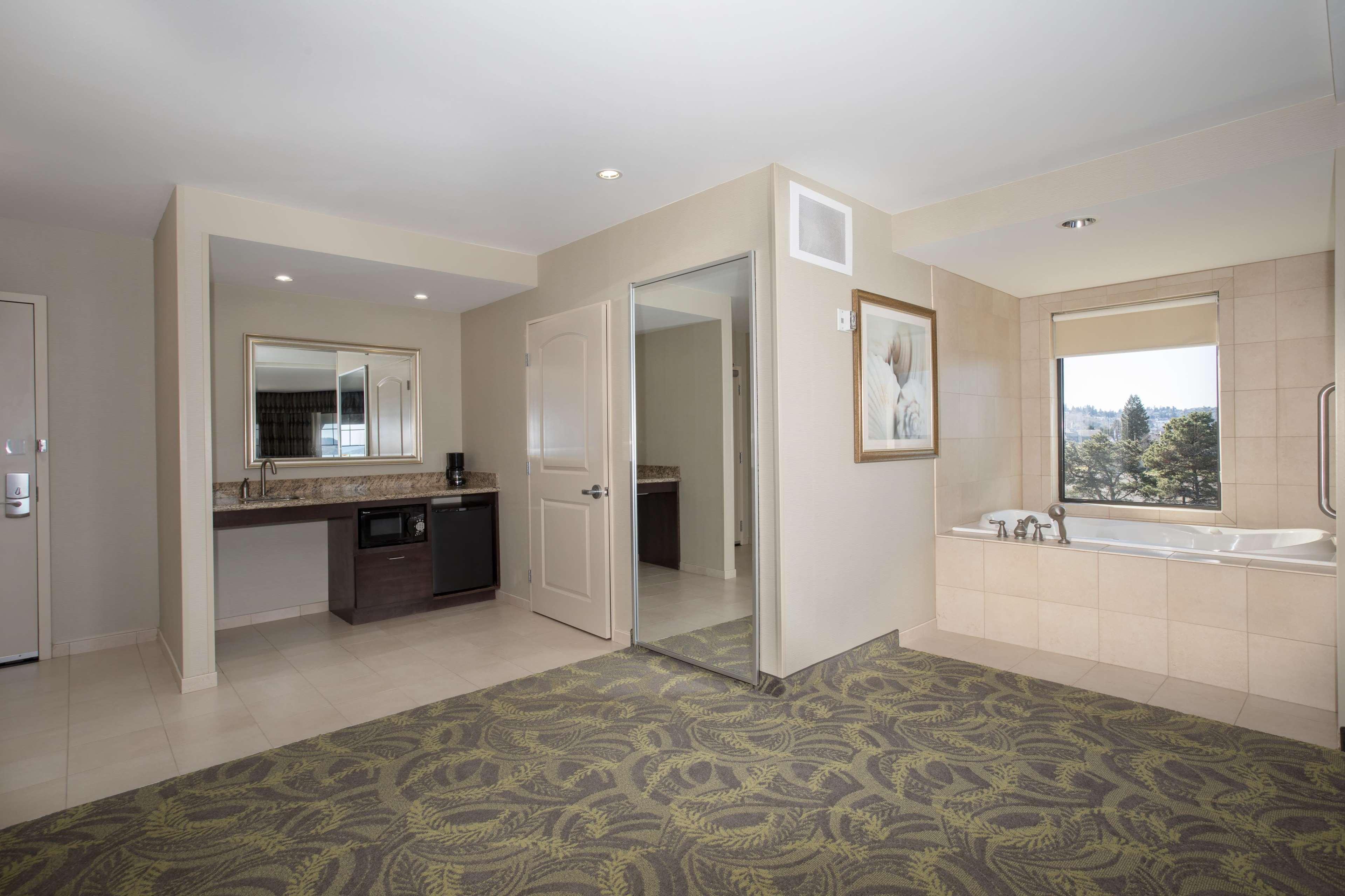 Hampton Inn & Suites Astoria image 47