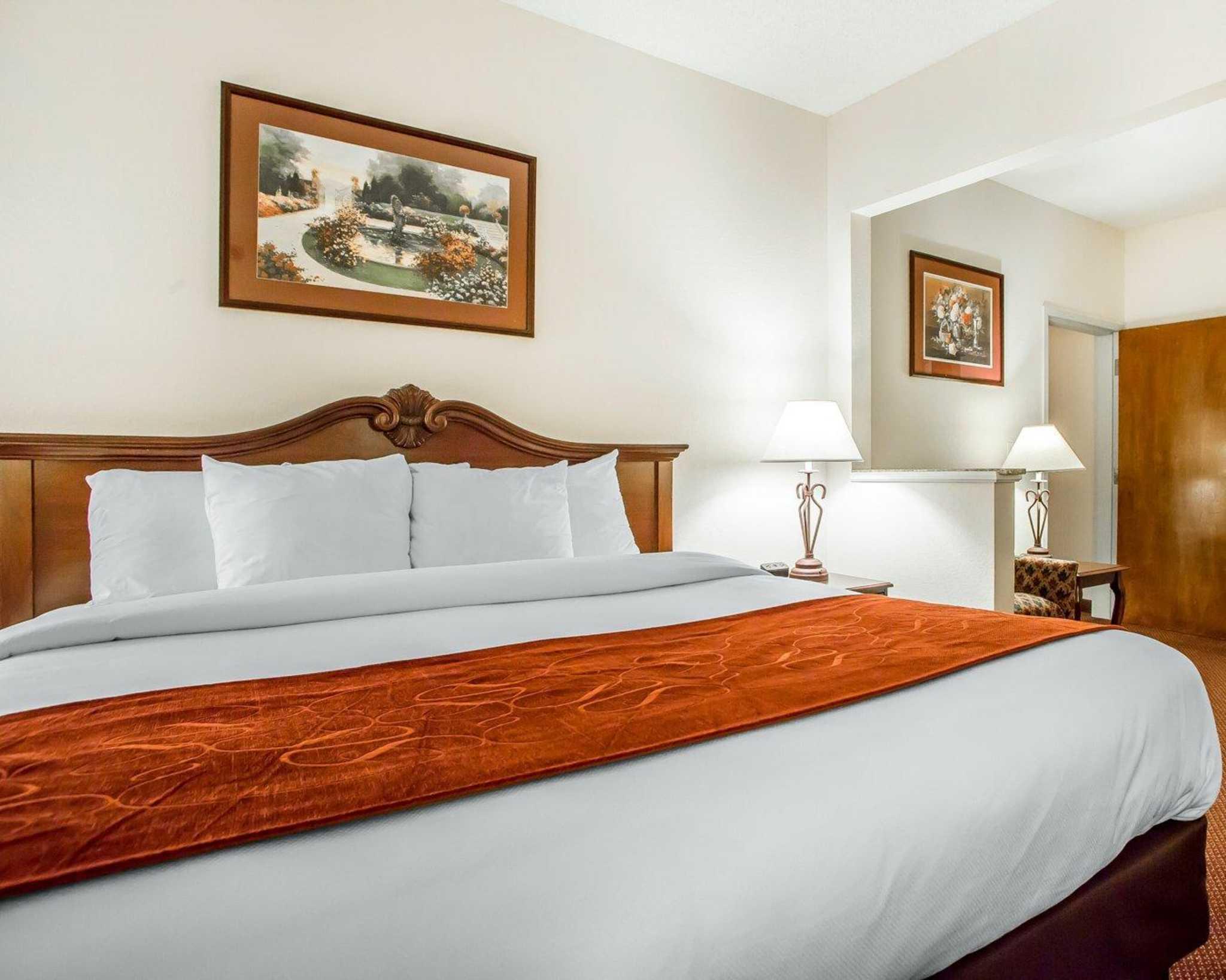 Comfort Suites Jefferson City image 19
