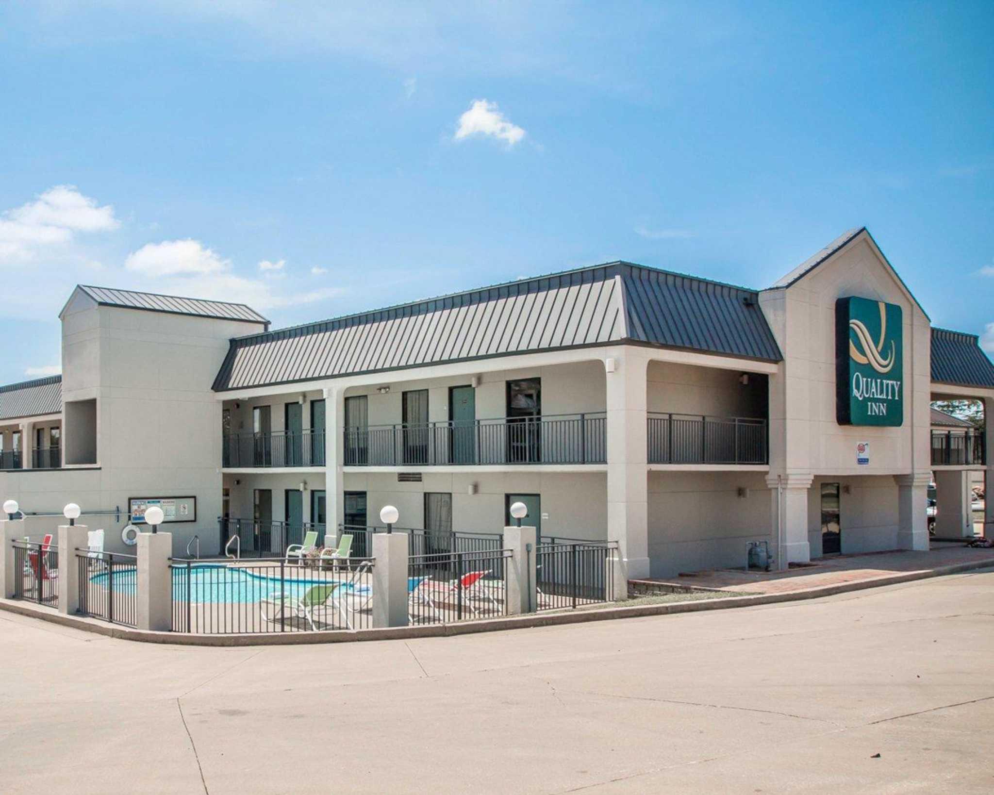 Quality Inn US65 & E Battlefield Rd Springfield
