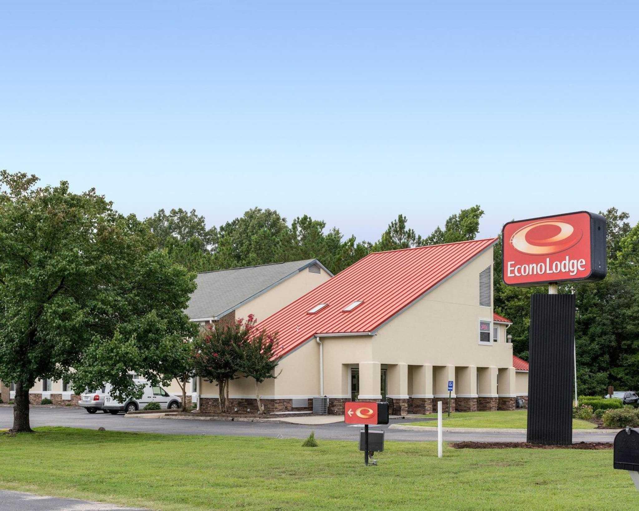 Econo Lodge Inn & Suites Carrollton Smithfield image 0