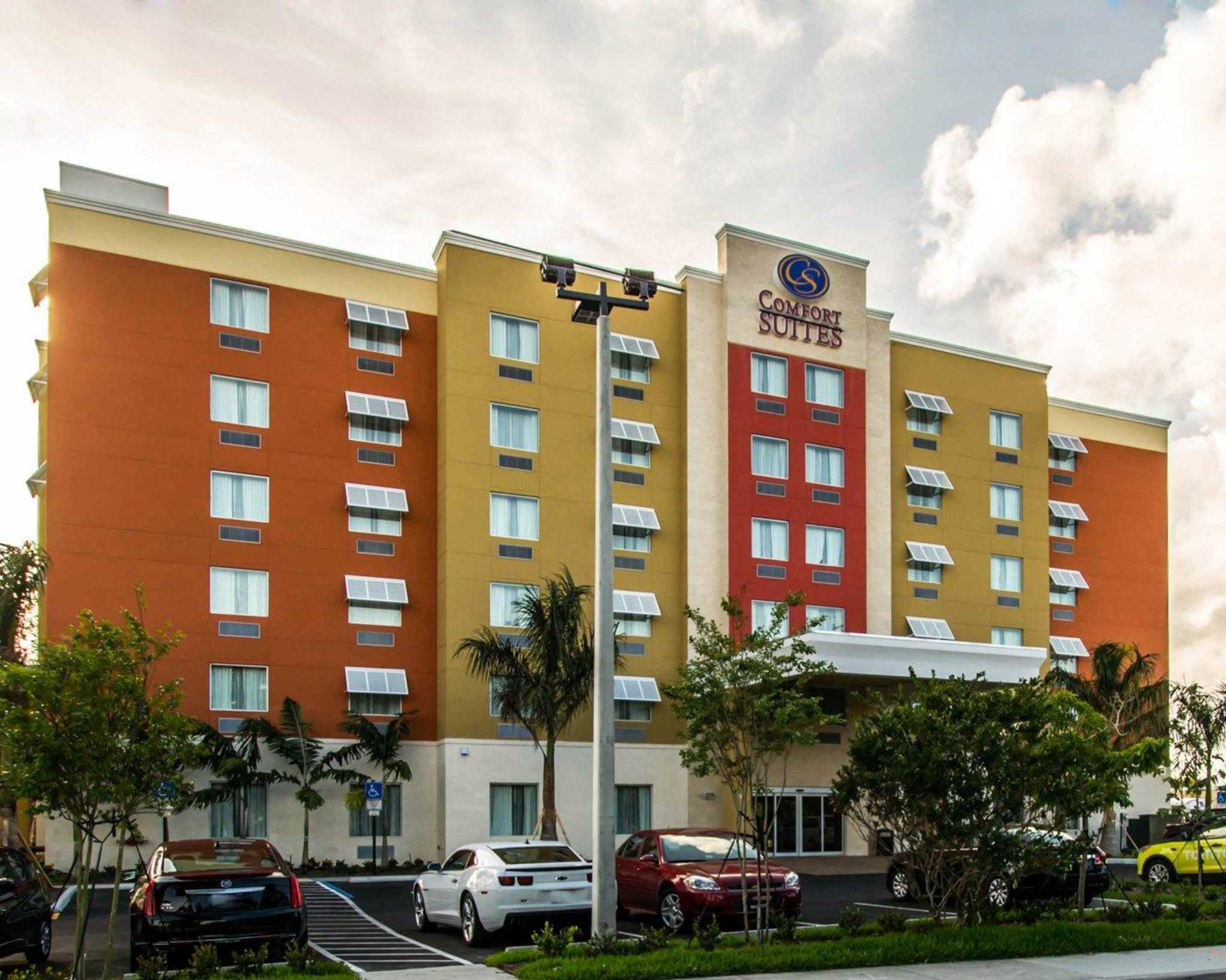 Comfort Suites Fort Lauderdale Airport South & Cruise Port image 0
