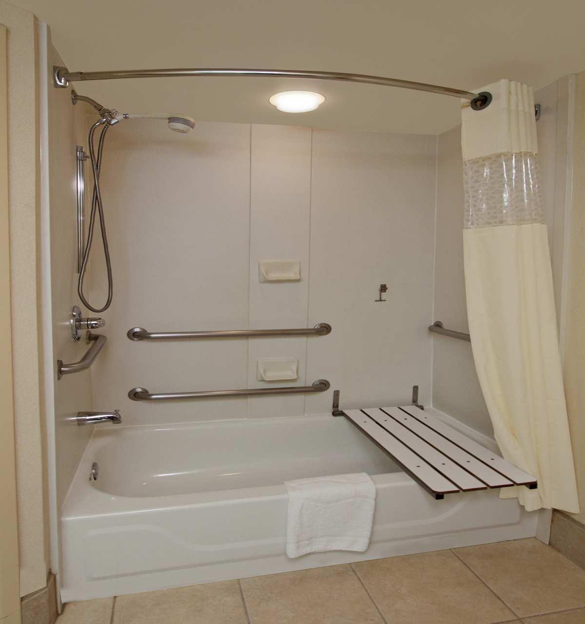 Hampton Inn & Suites Newtown image 37